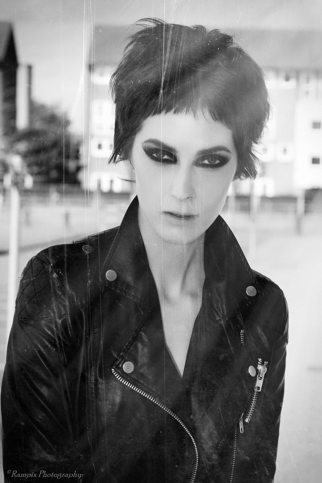 Julie Dumont by Rampix