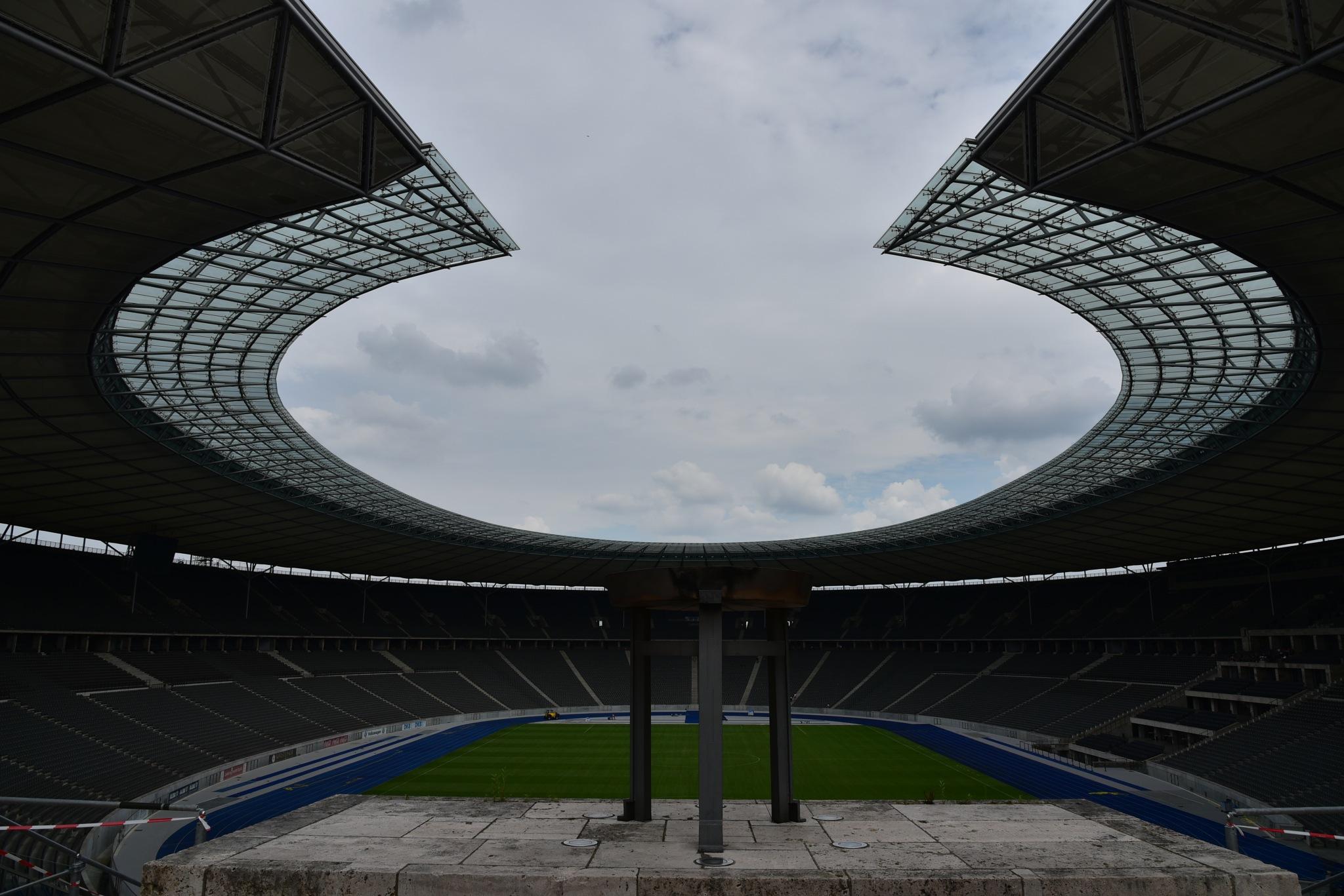 Olympiastadion by Oscar Zacconi