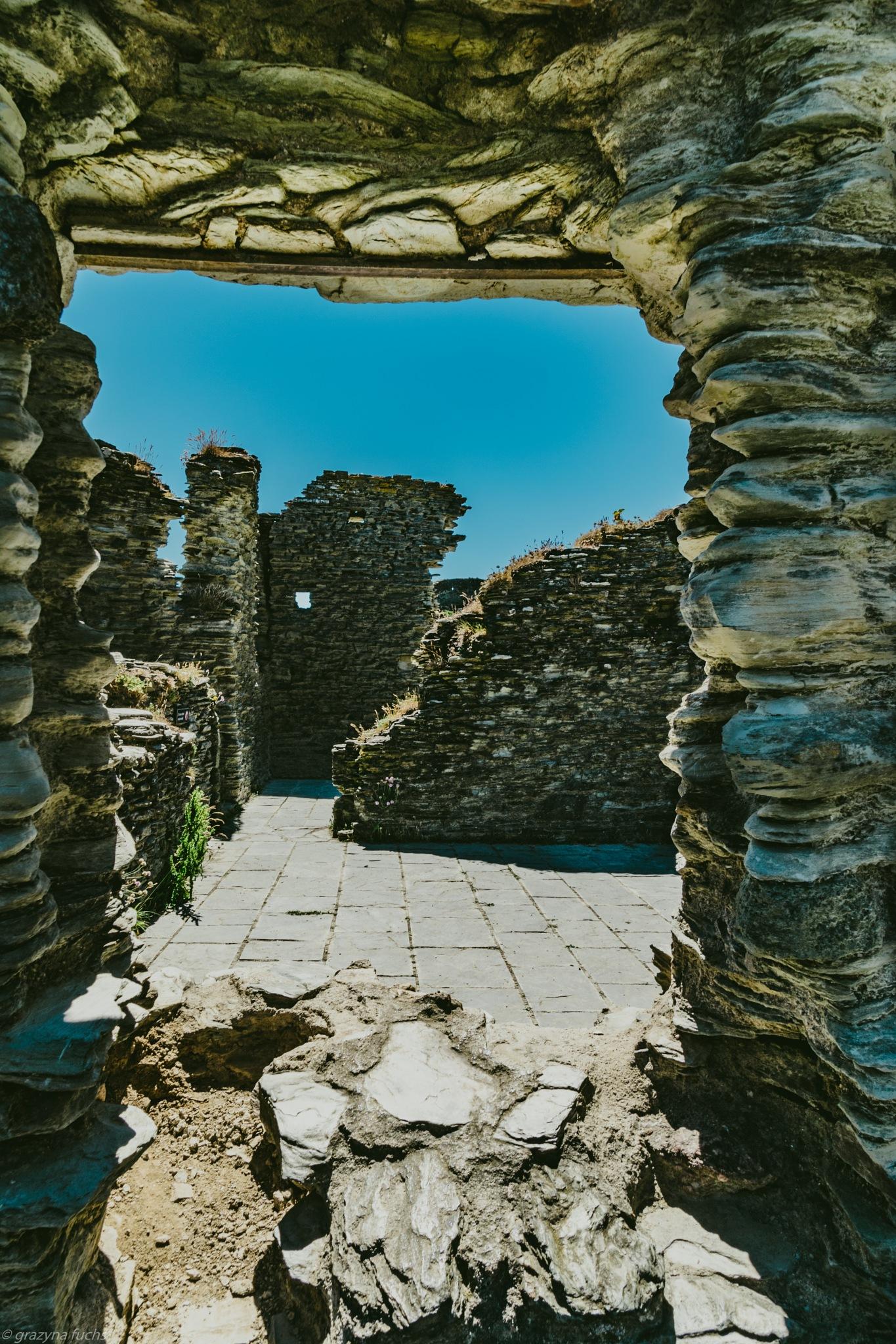 Tintagel Castle by Grażyna Fuchs