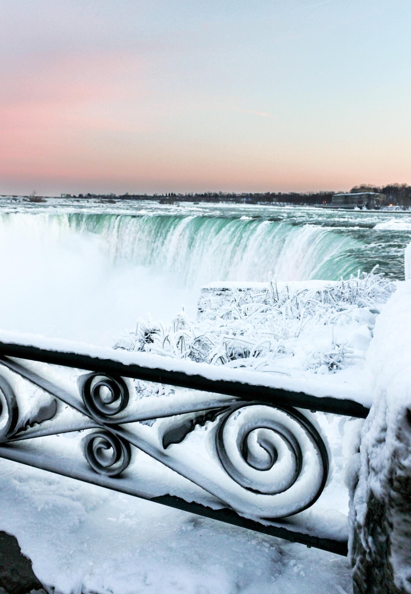 Niagara falls by Luke Boland