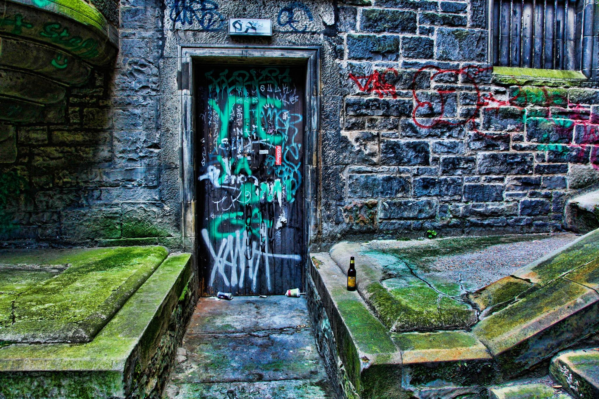 Night out in Edinburgh by Steve Deakin