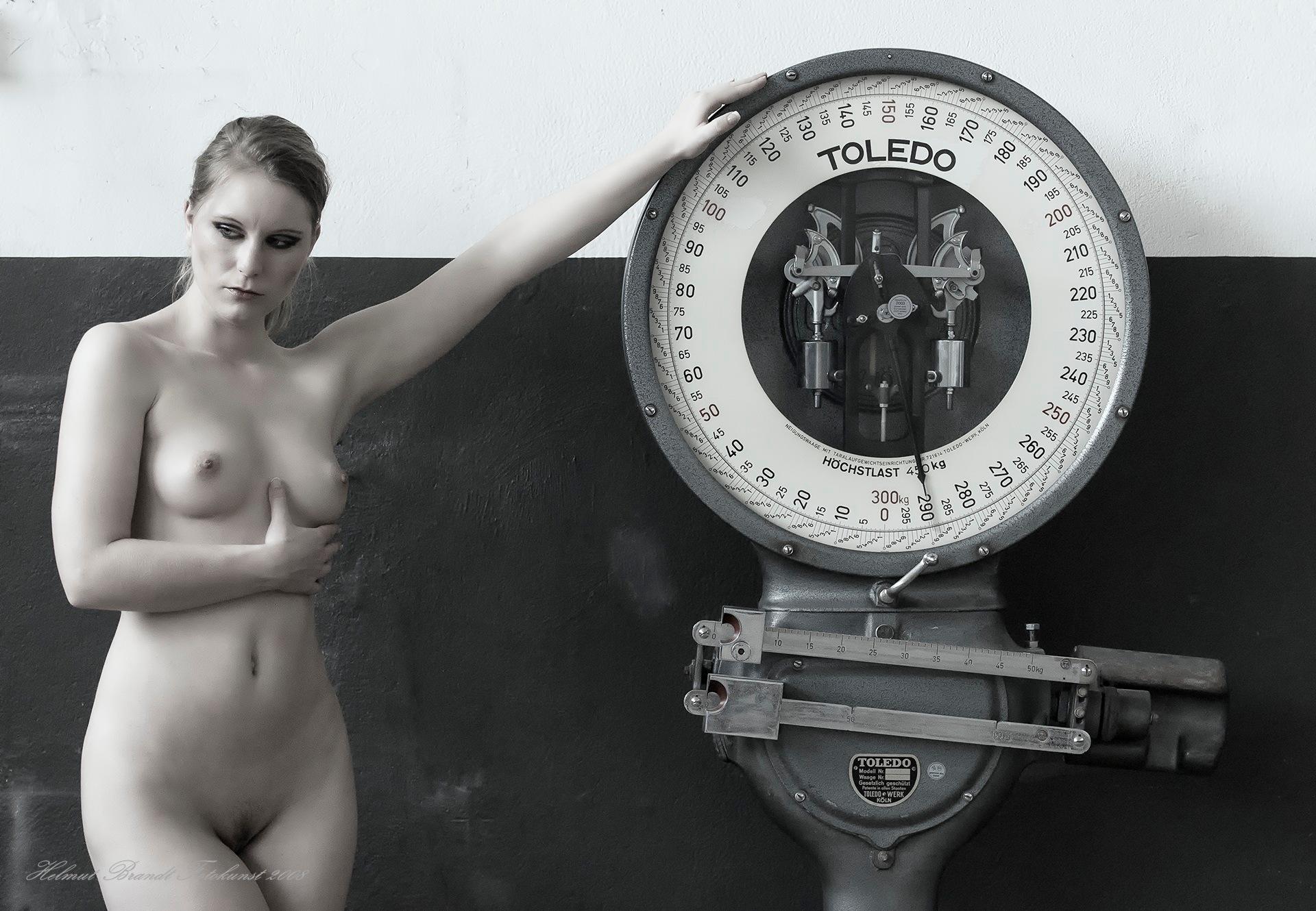 Claudia - Waage - Scales by Helmut Brandt