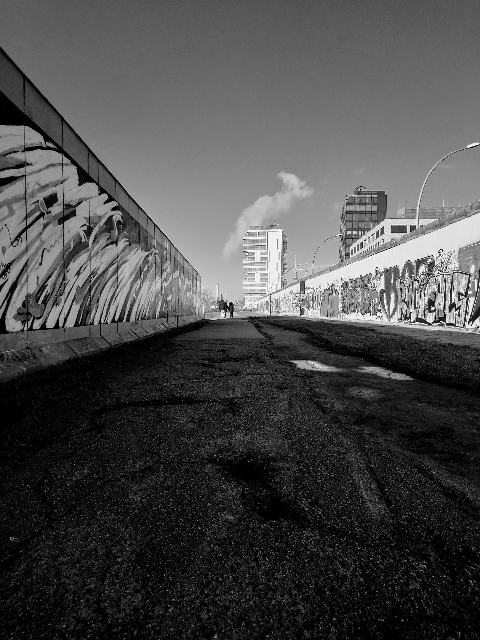 Berlin Wall by ian
