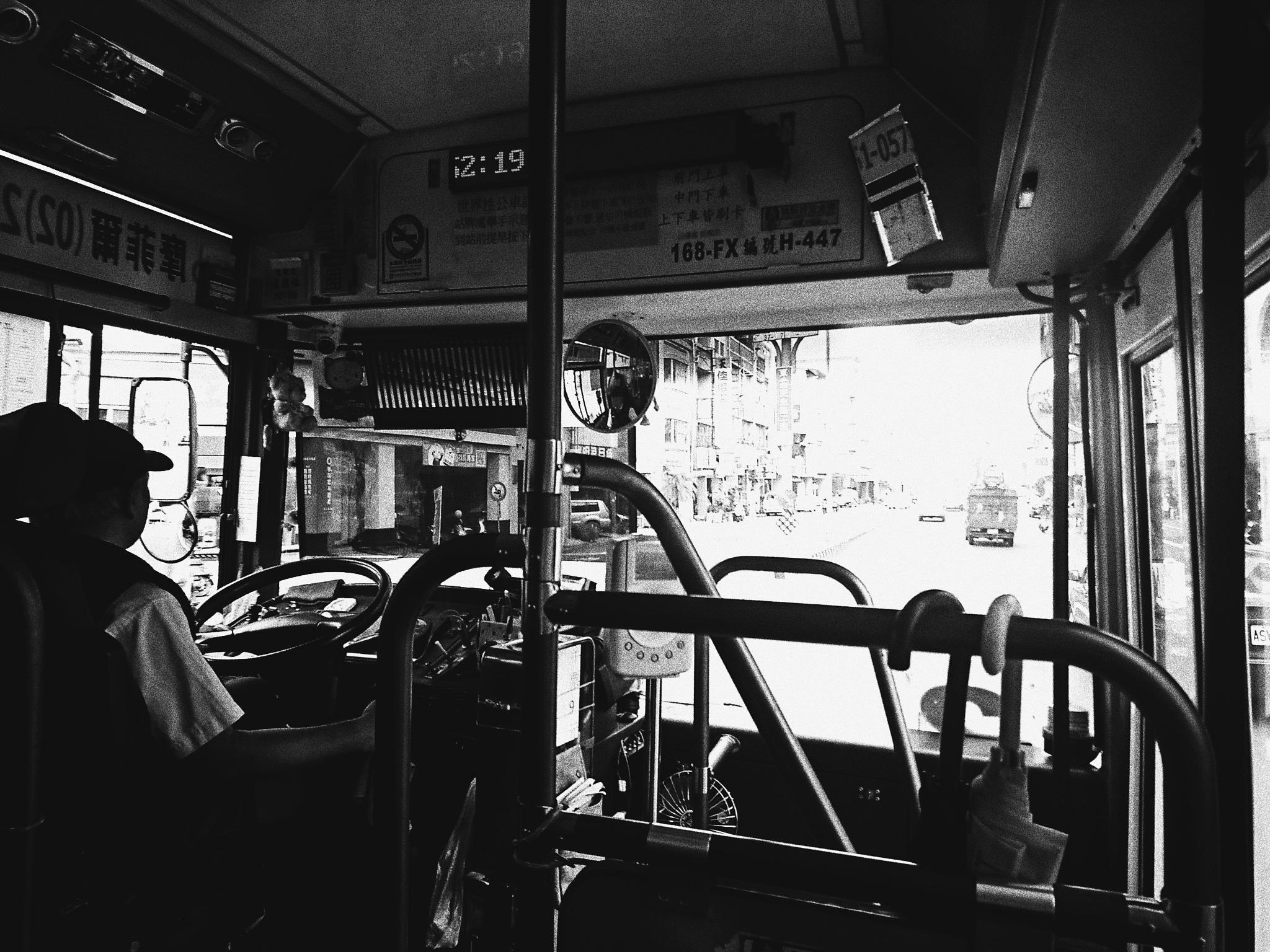 bus by Hongen Lin
