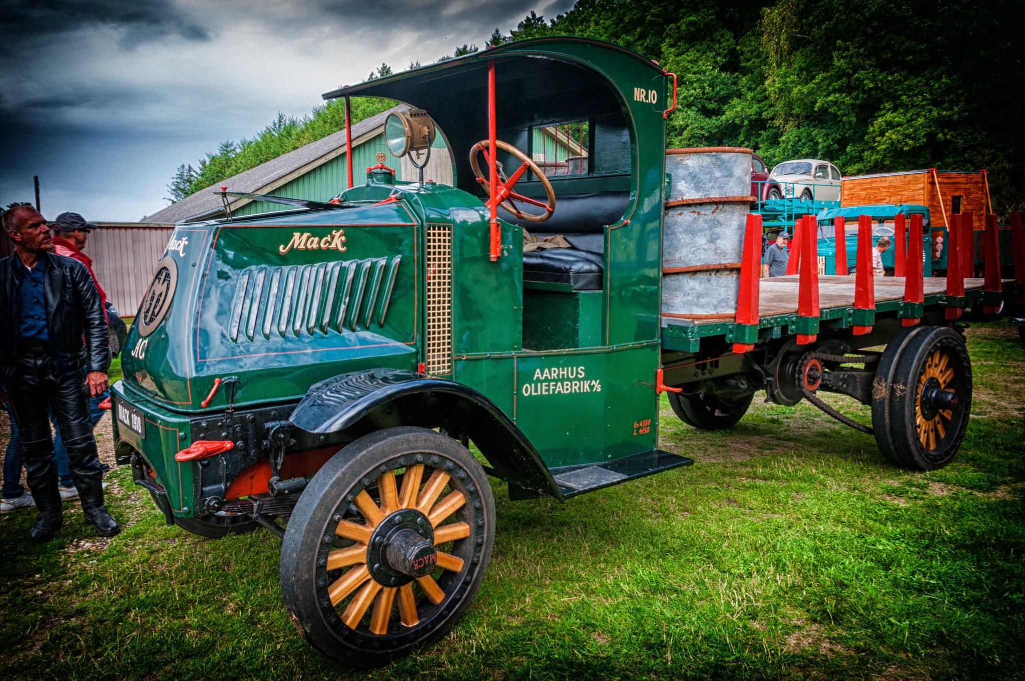 Mack truck by Preben Schmidt