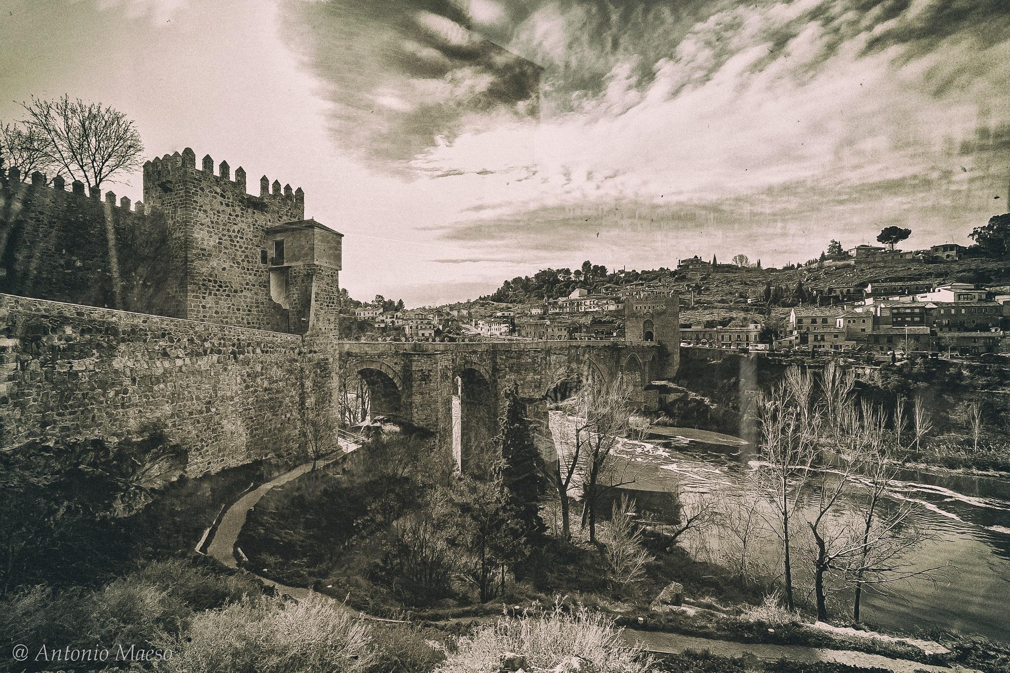 Puente de San Martín by Antonio Maeso