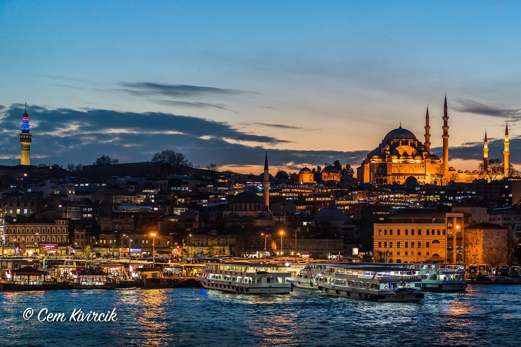 A view to Süleymaniye Mosque by Cem Kivircik
