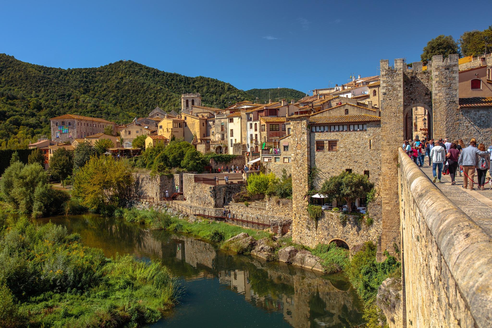 Besalú, Girona by Roberto Gonzalo Romero