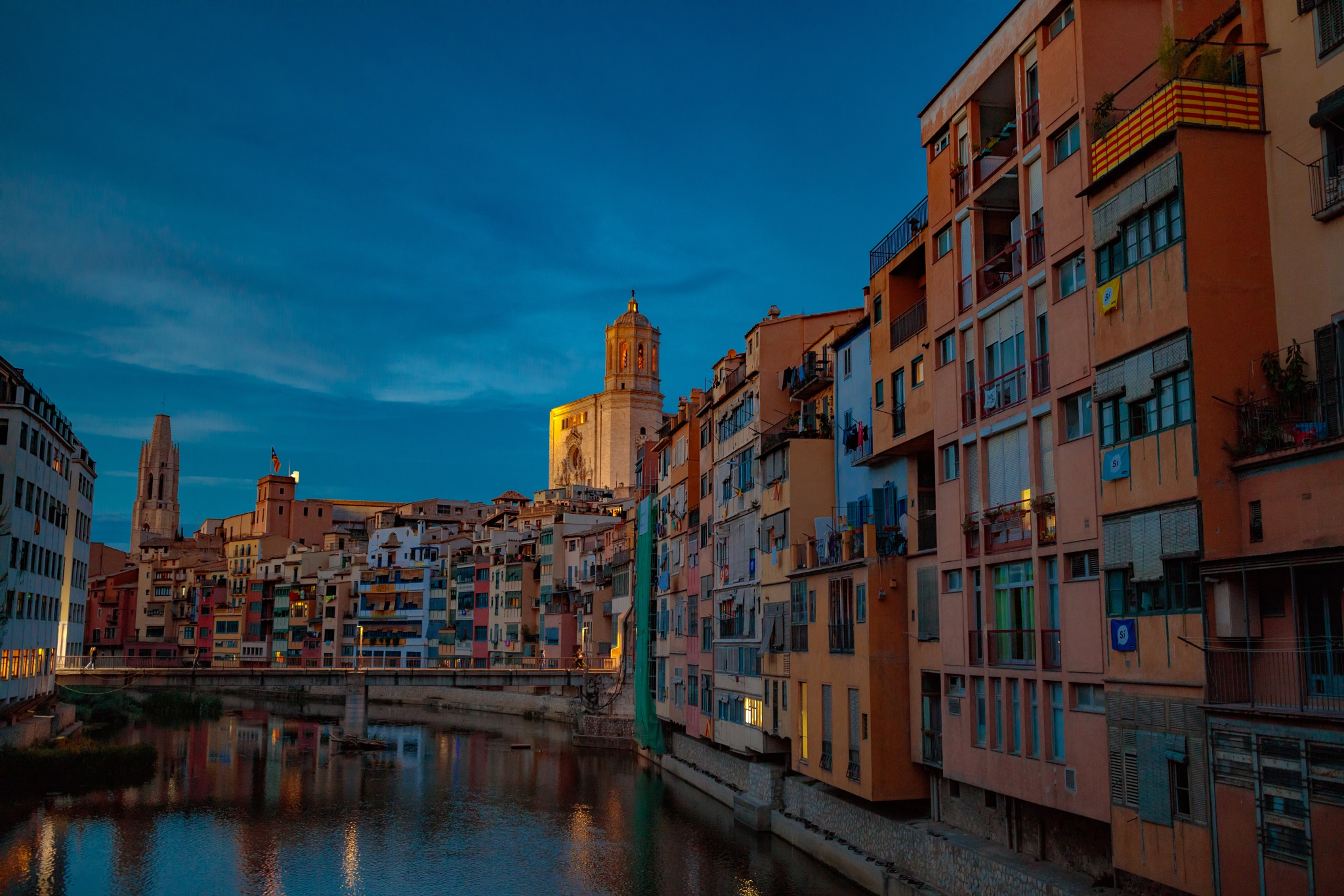 Girona at night by Roberto Gonzalo Romero
