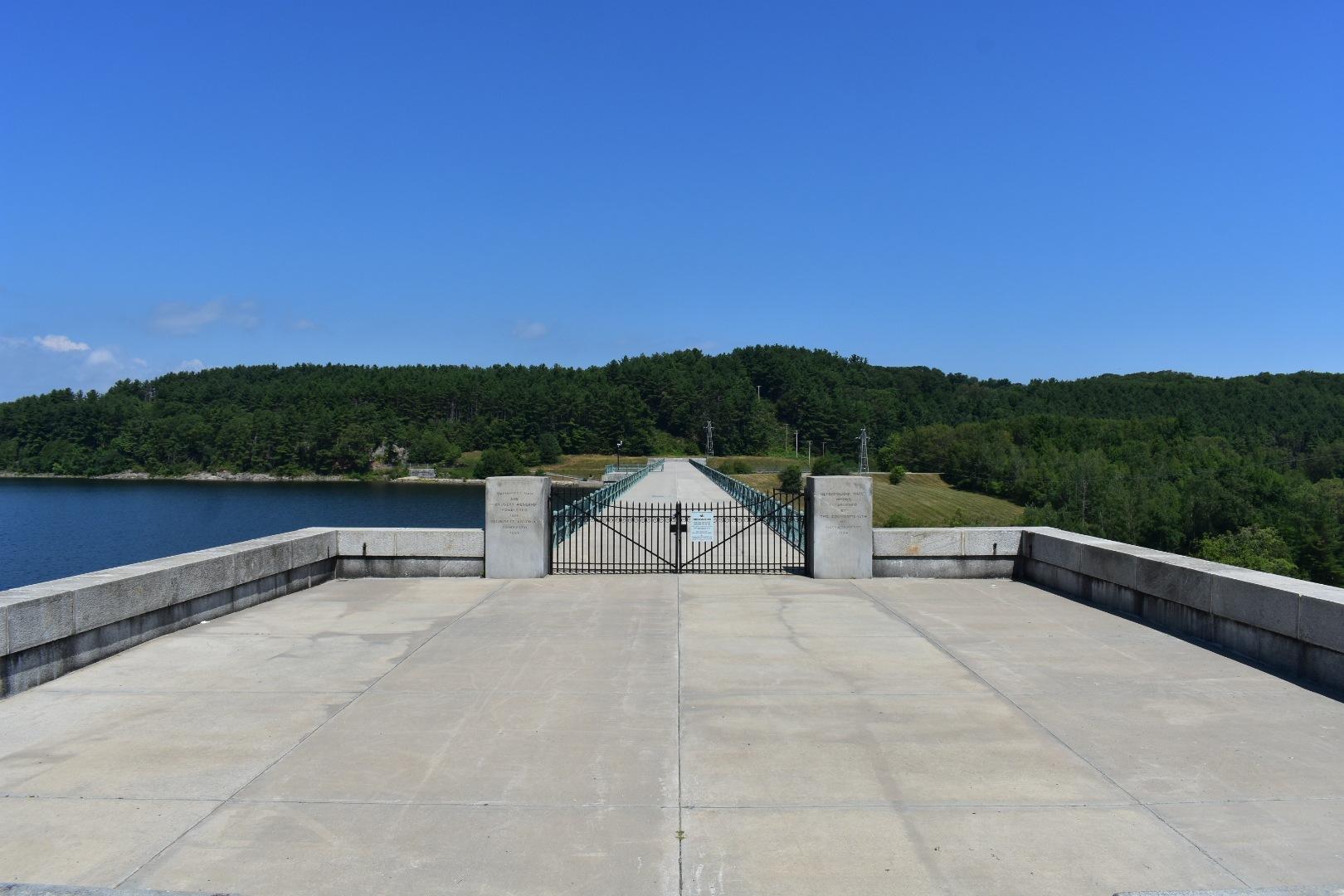 wachussett dam, Clinton, MA by Felix Flores