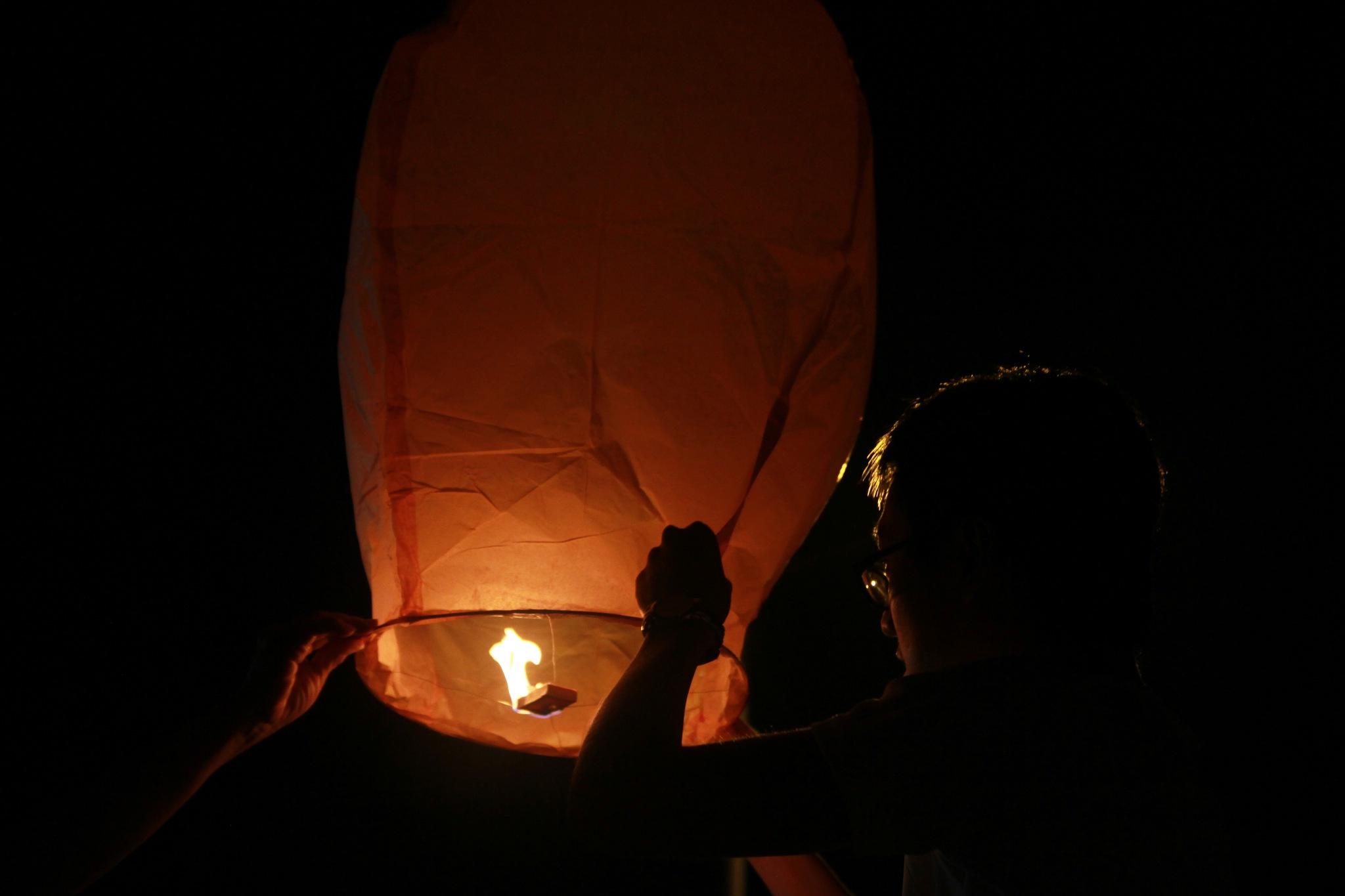 Flying Lantern 03 by Lee Kian Guan