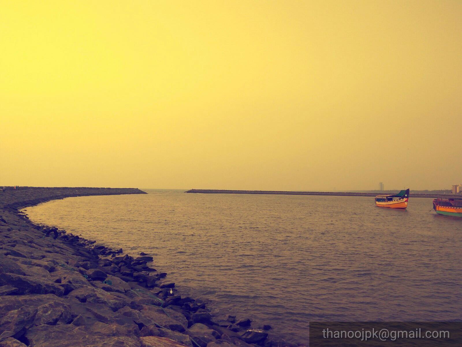 Calicut beach, Kerala by thanoojpk
