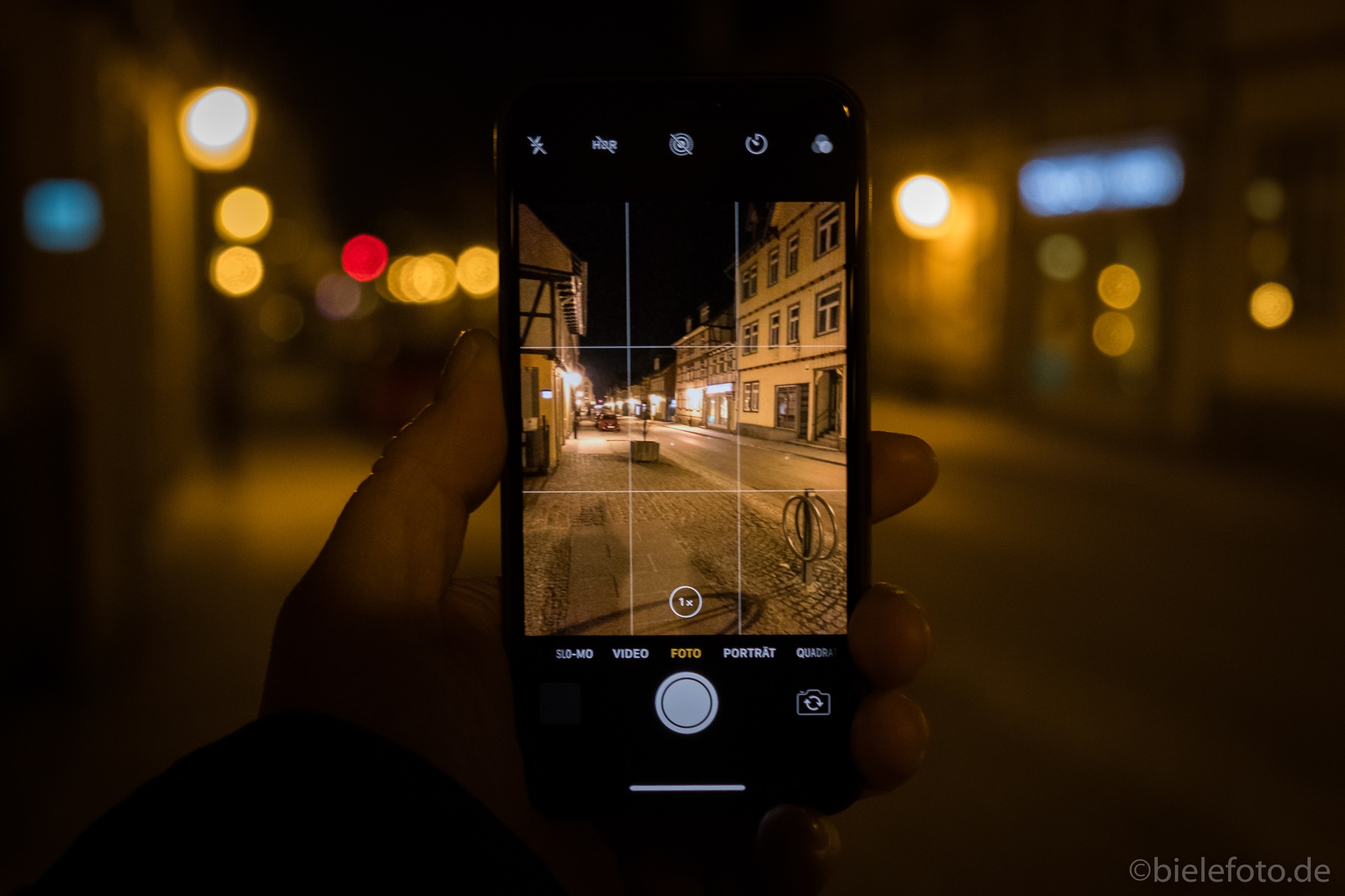 iPhone X at night  by bielefoto (Oliver Isermann)