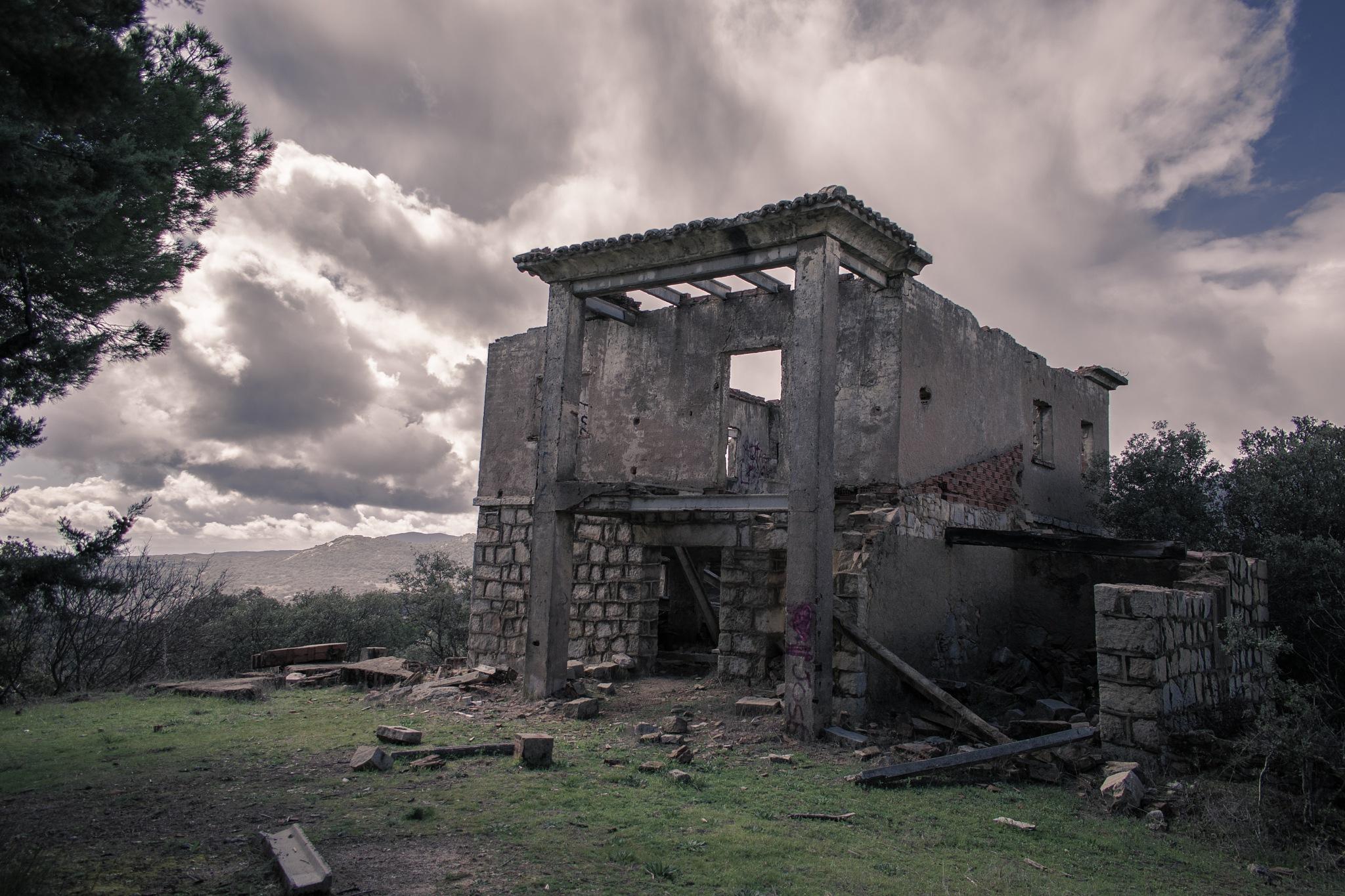 Abandoned dreams by Pablo Albu