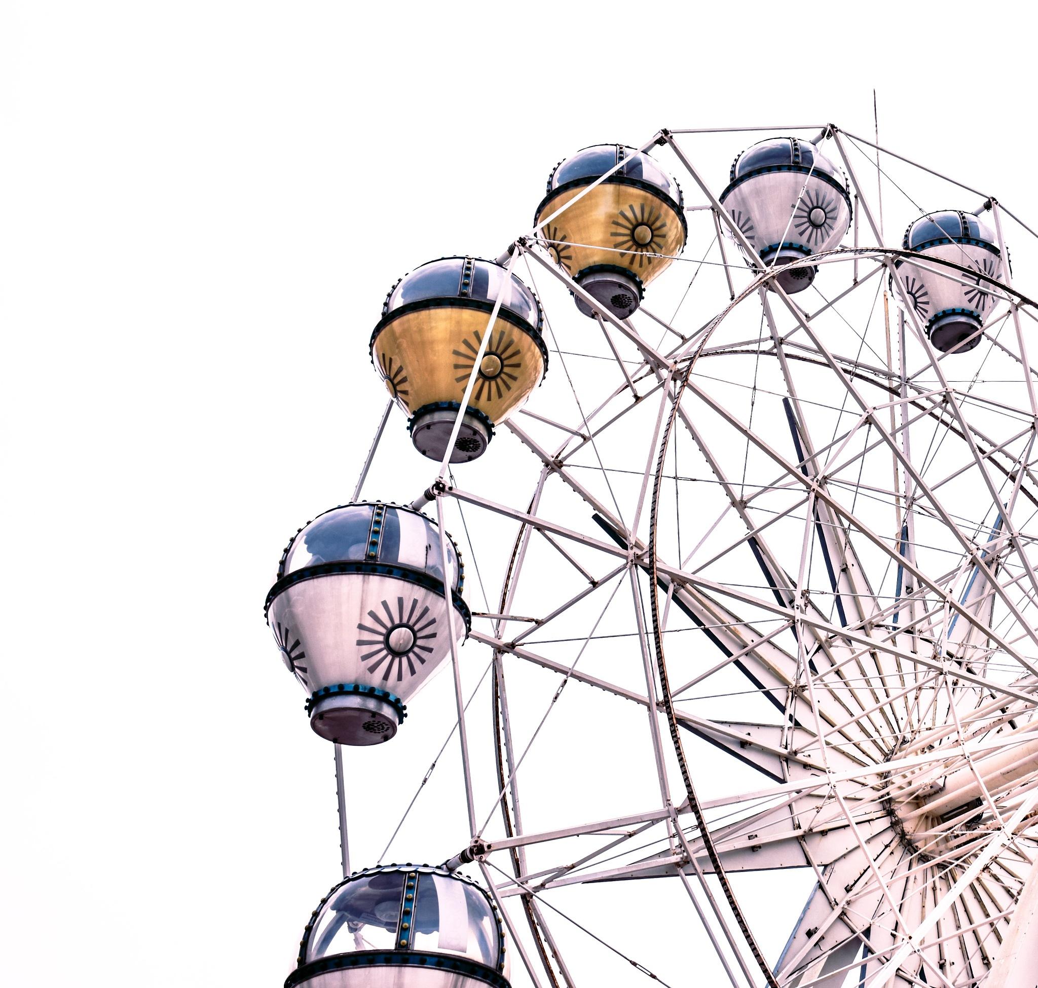 Ferris wheel.  by Gong Di Cheng