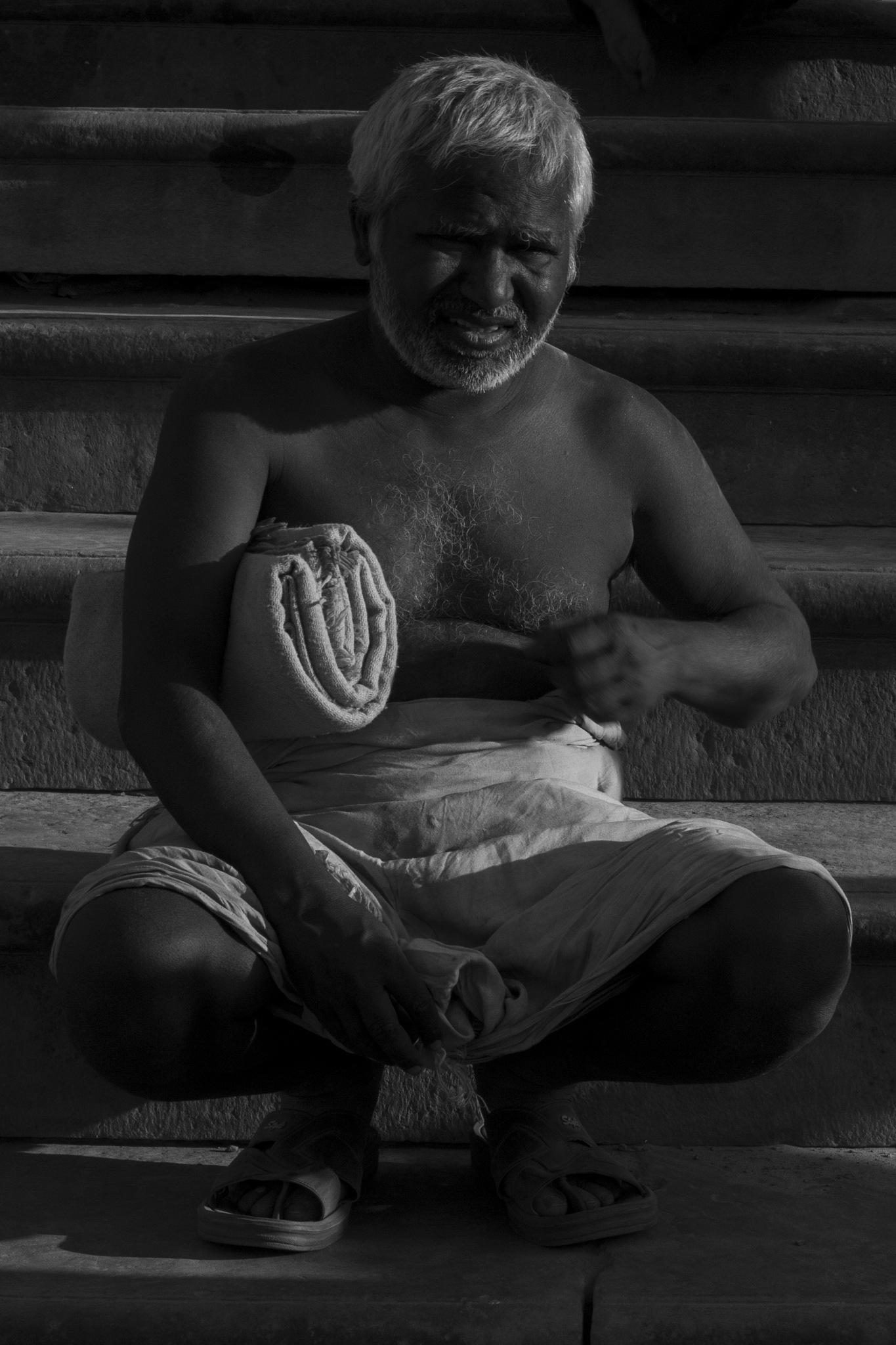 rembrand light in street by Makesh Bala Murugan