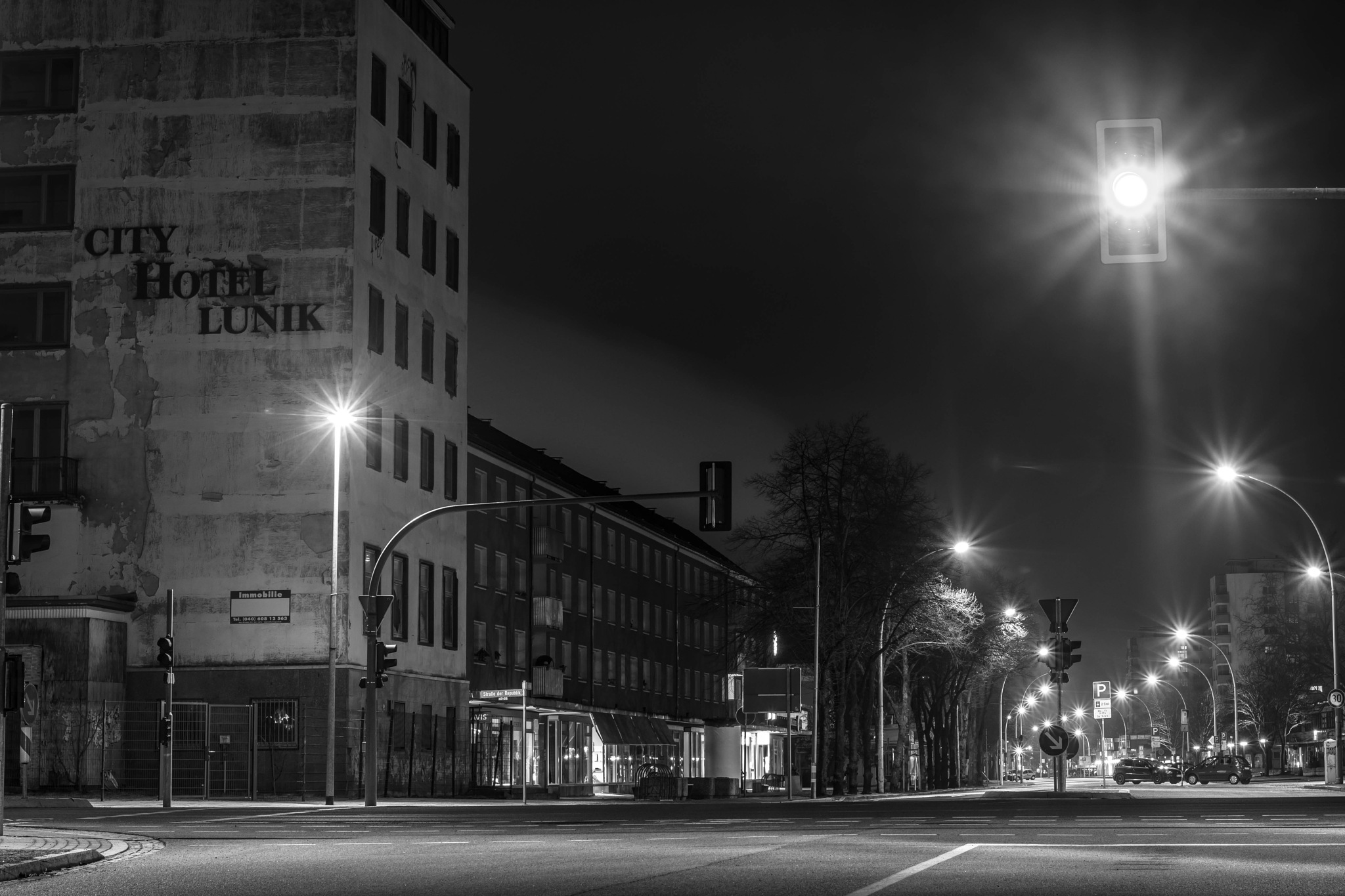 verlassenenes Hotel bei Nacht by Nico Karl Döhne