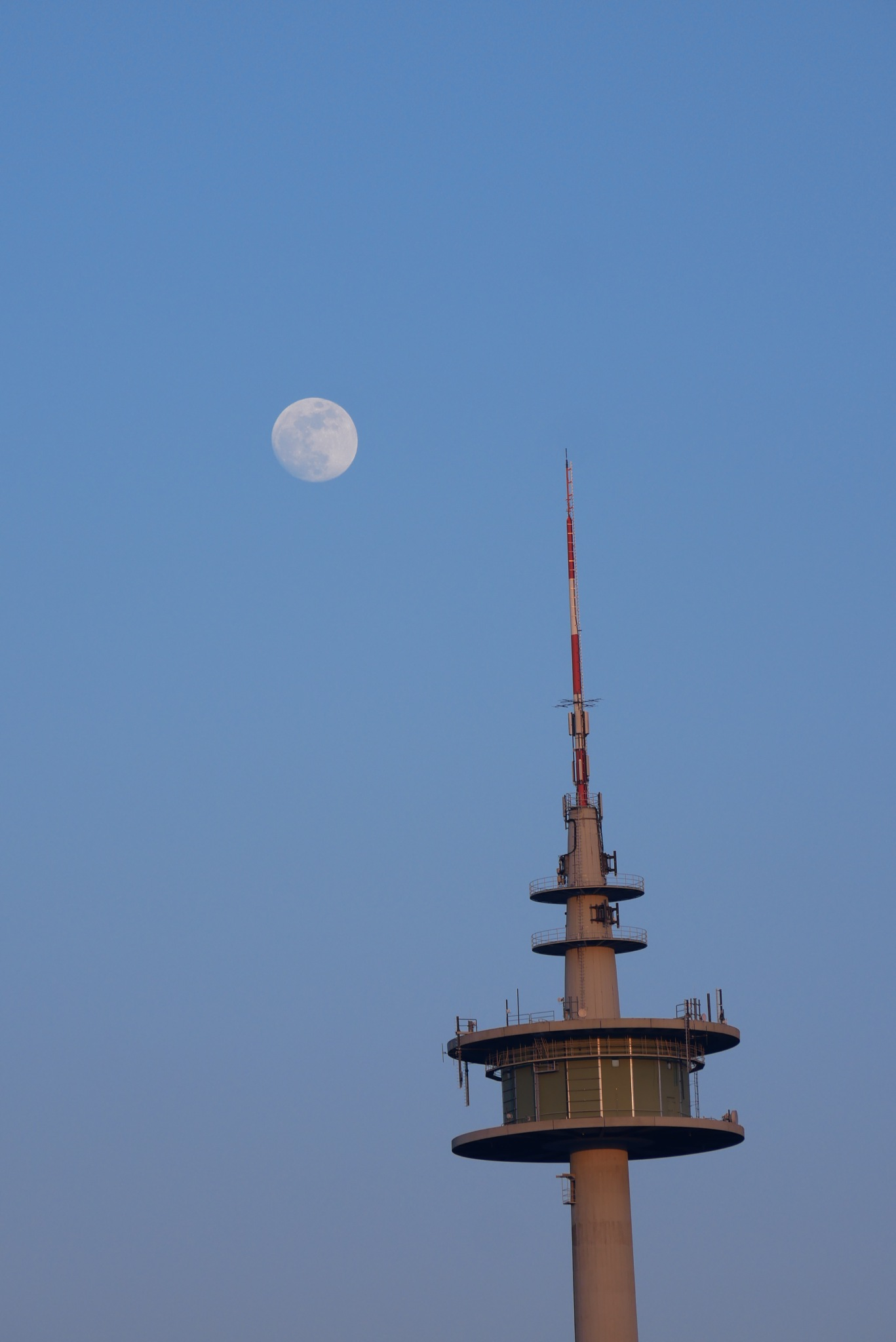 Moon by picnickture