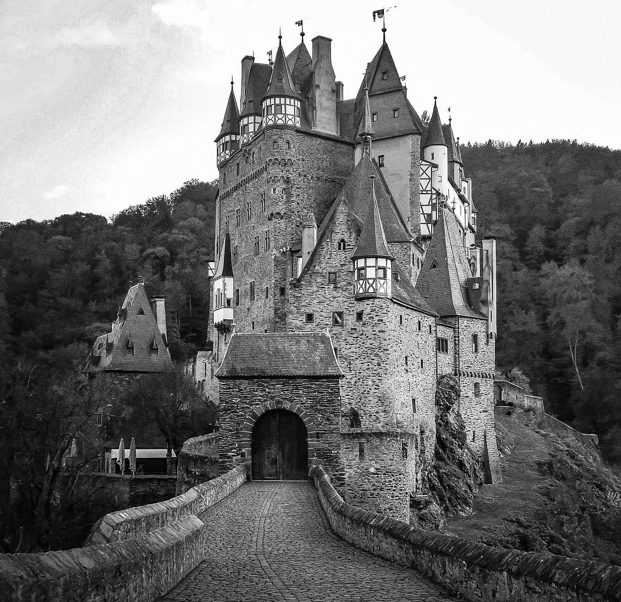 Eltz Castle by Sergej Pril