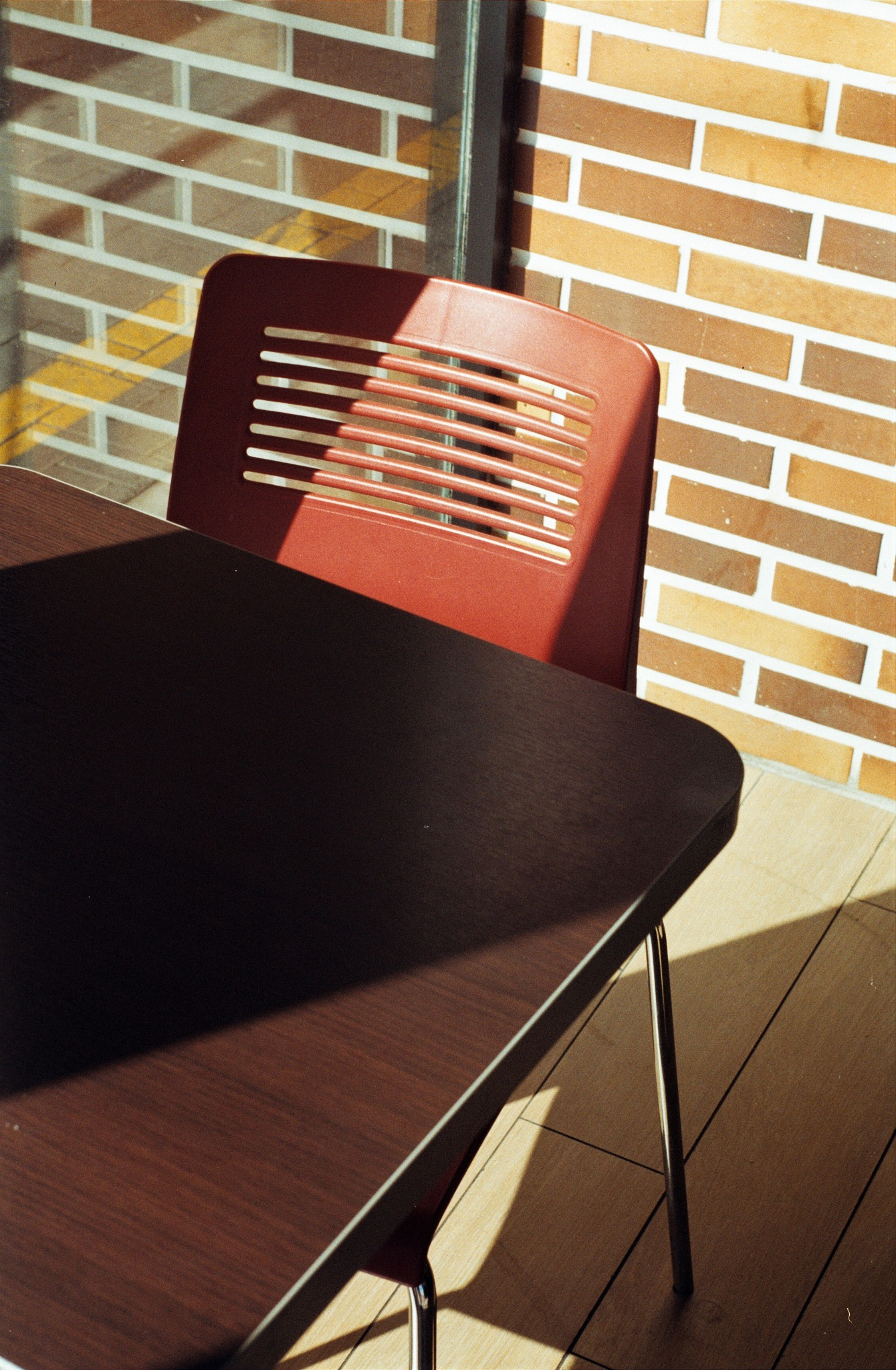 Chair and table by Jorge Eduardo Gordillo Santos