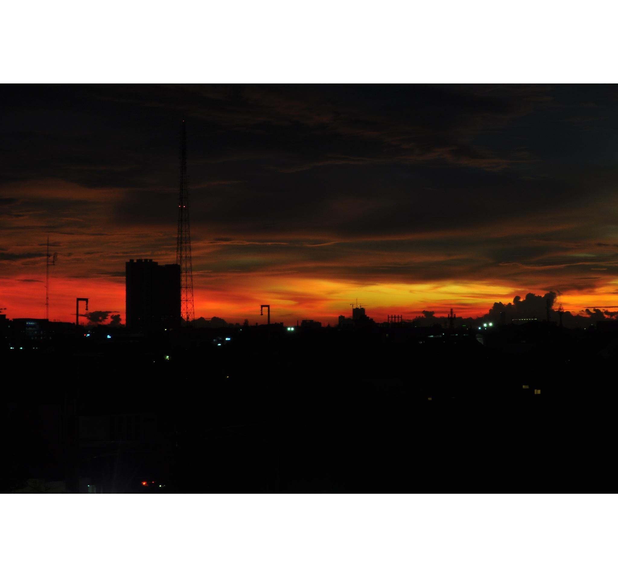 Sunset in jakarta  by yusufprisdiantoro
