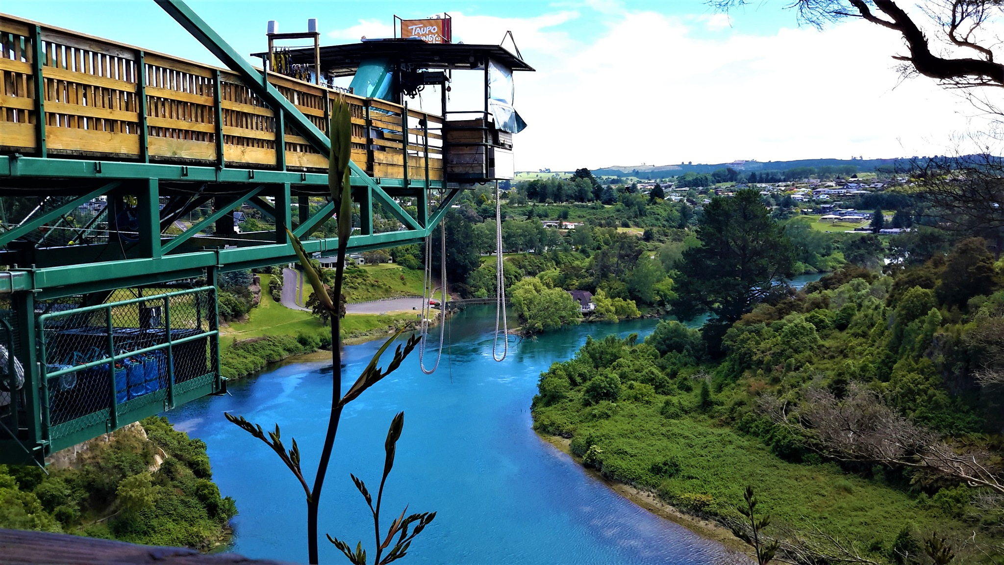 Bungee Jumping river by Laura Gipsy