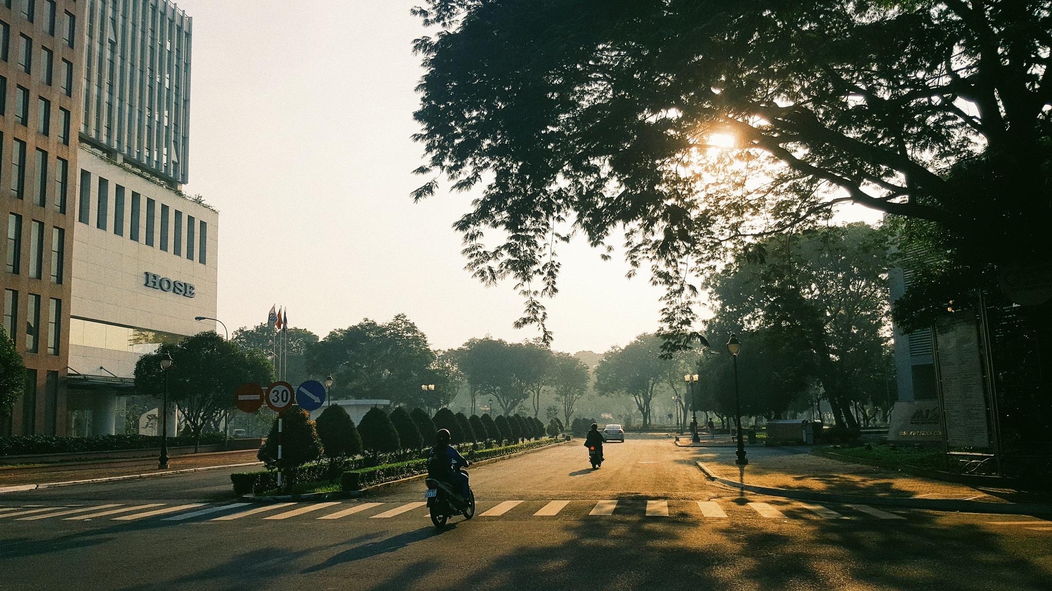 The morning in Quang Trung Software City by Hoàng Đức Tân