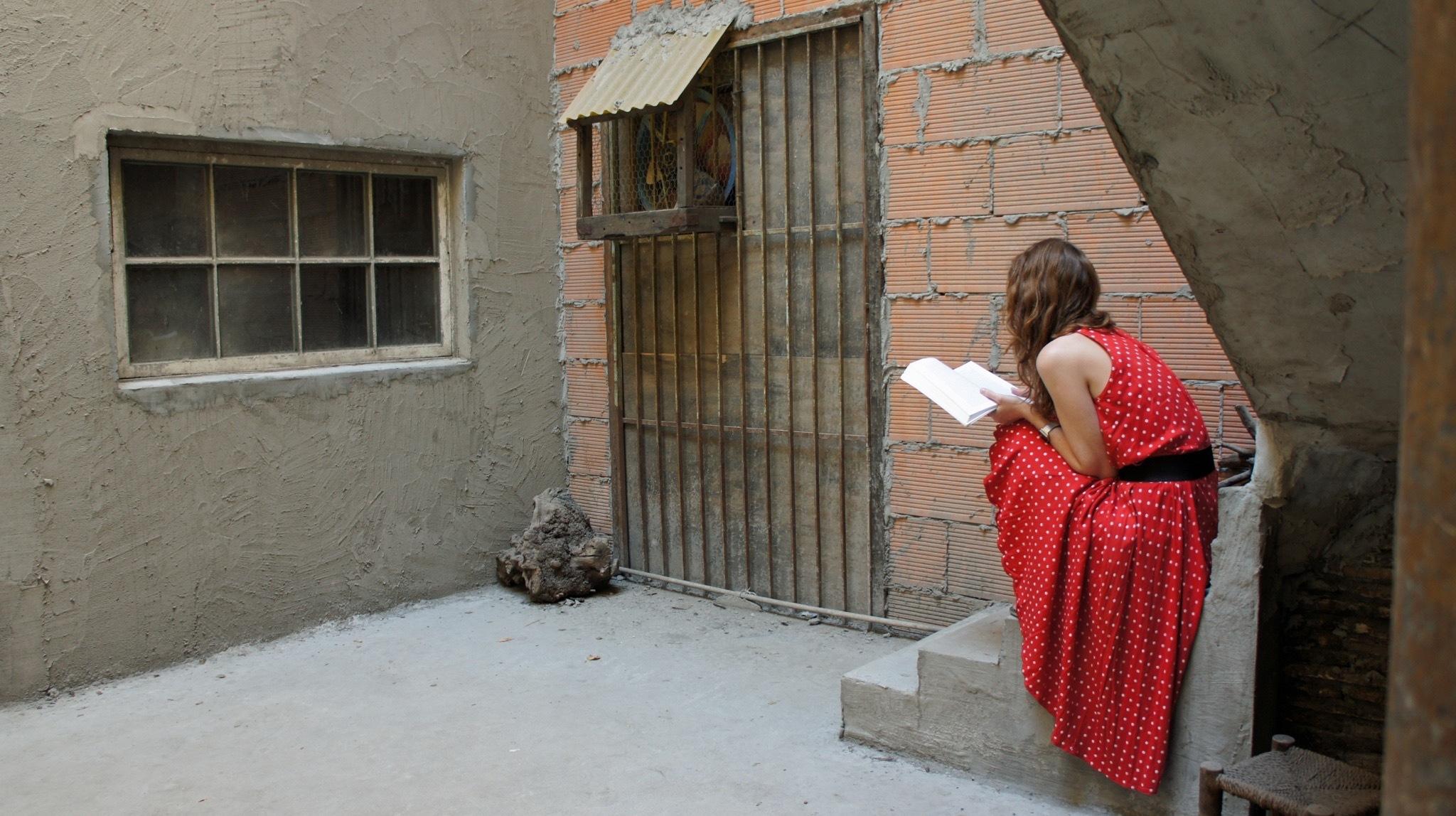 Bienale Veneto - suppoost lezend by BernaLeegwater