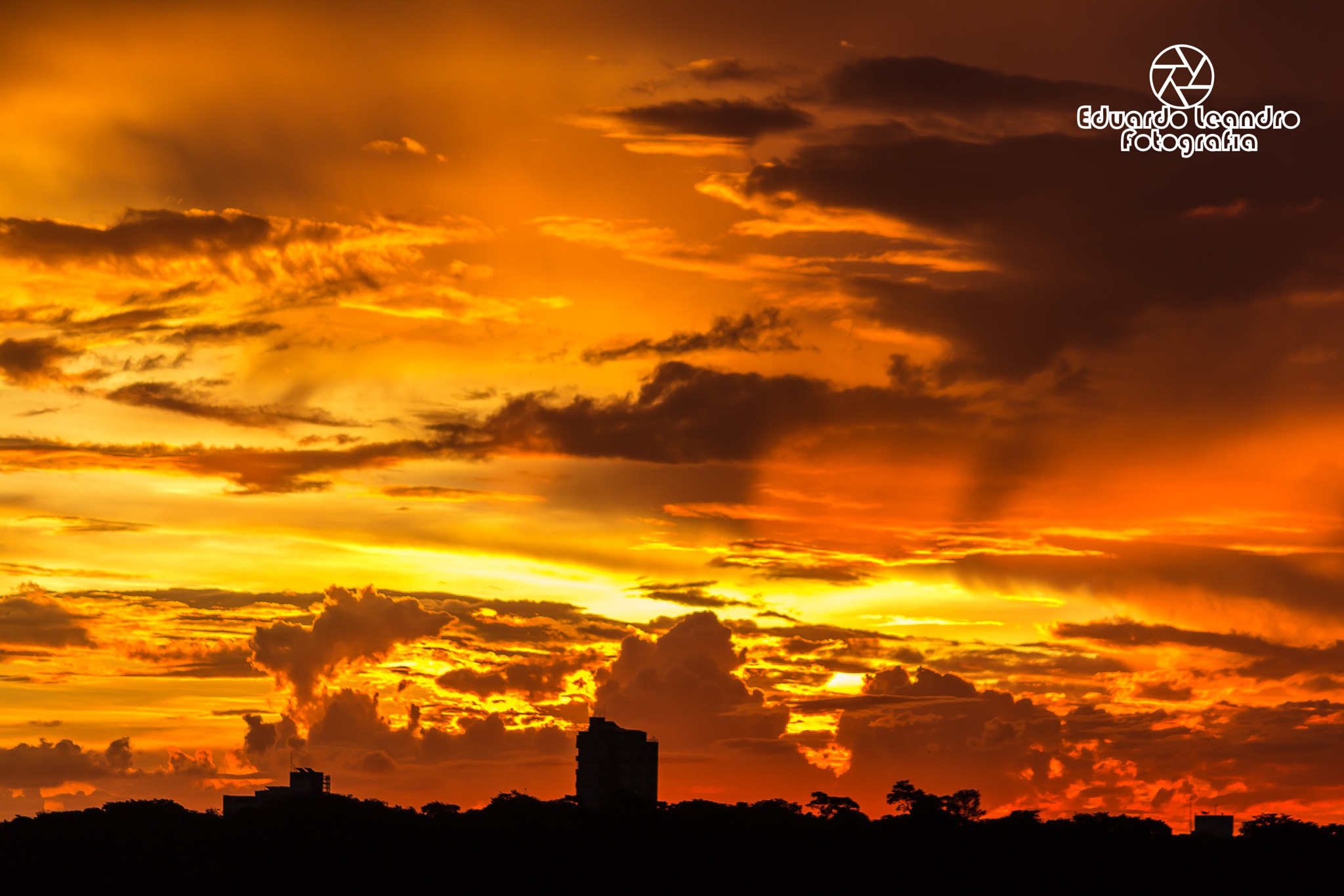 Sunset in the city by Eduardo Leandro