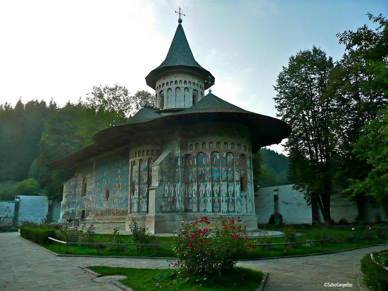 Voronet Painted Monastery by salvacanyellas