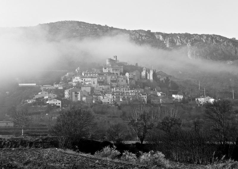 Niebla en el pueblo by salvacanyellas