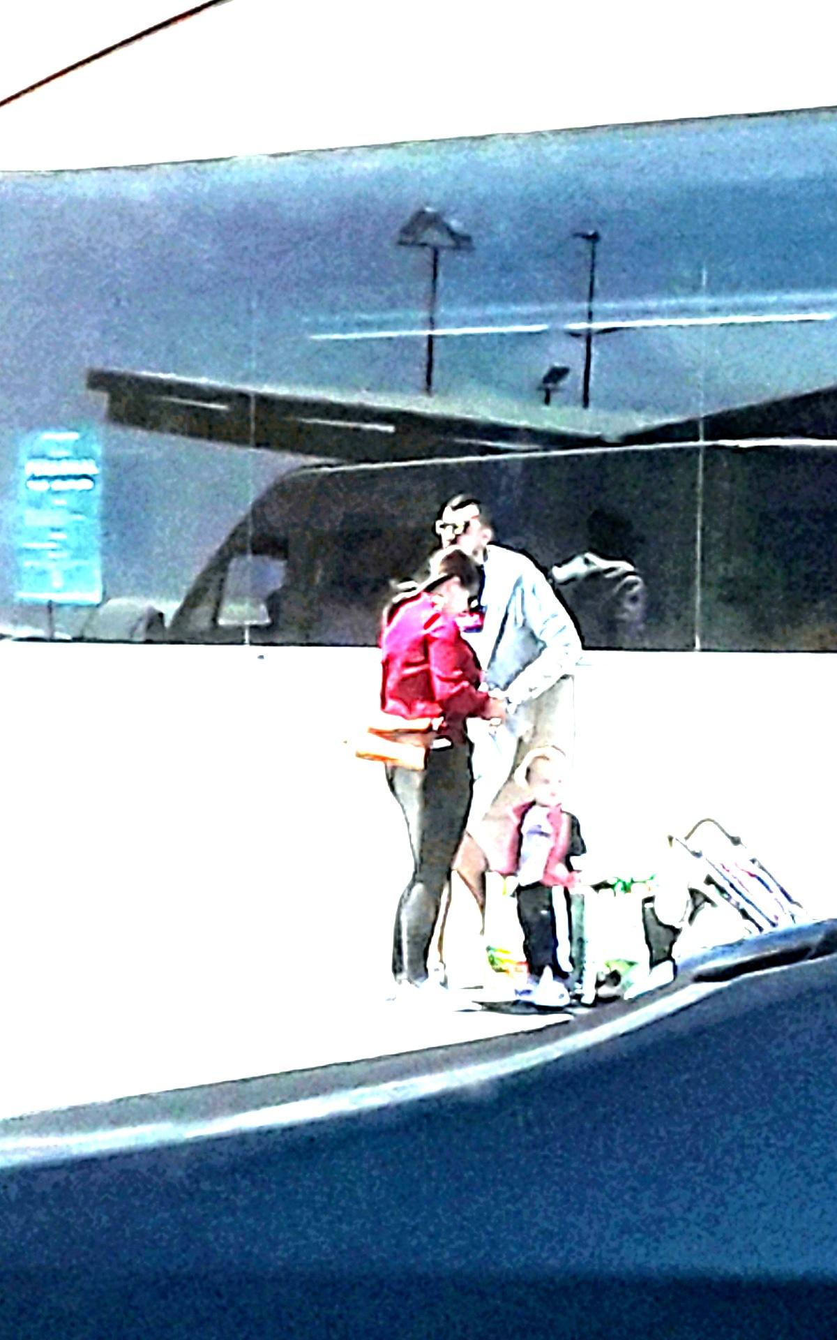 Familia 2 by Guaya Milán