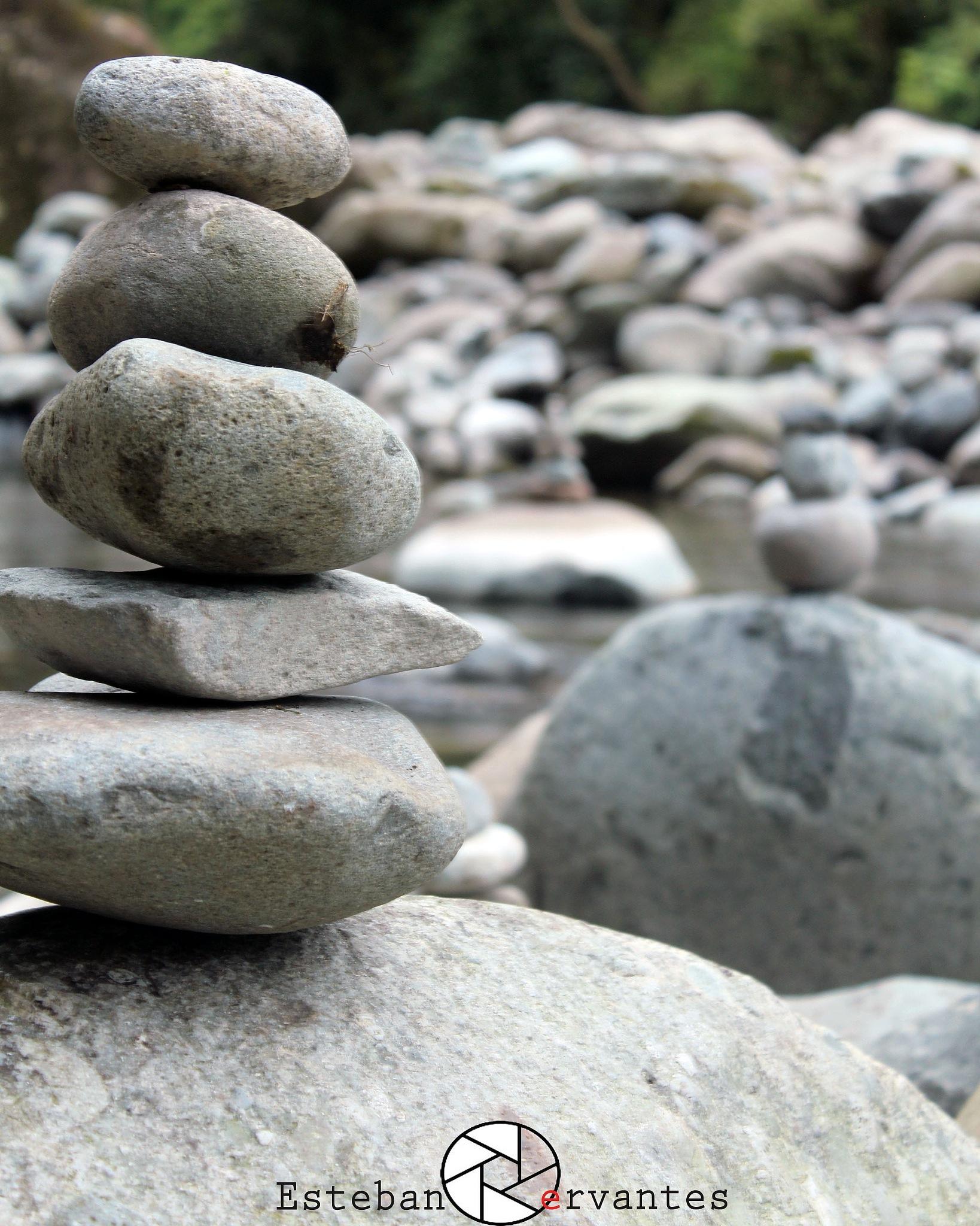 Equilibrio by Esteban Cervantes