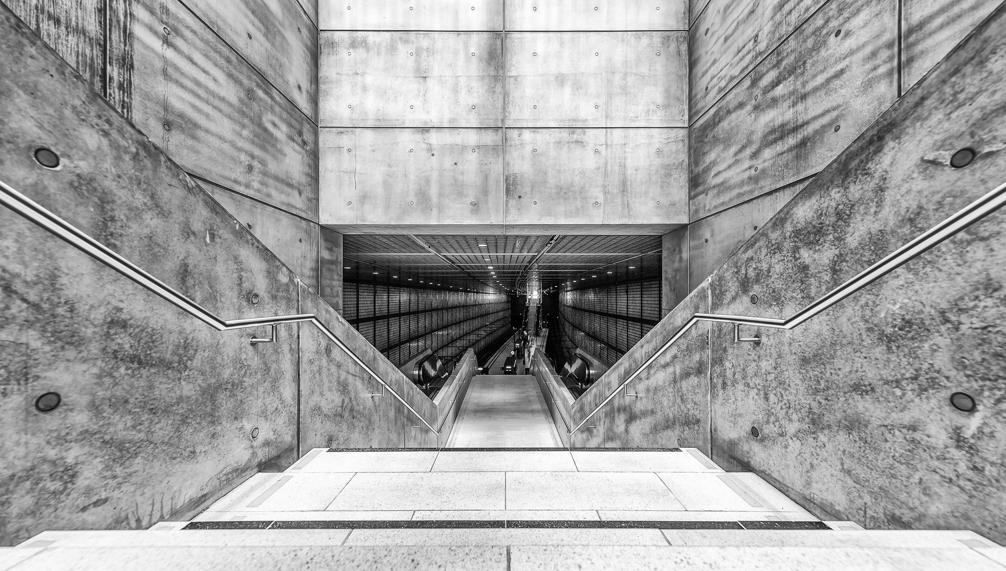 To the Metro by Werner Schwehm