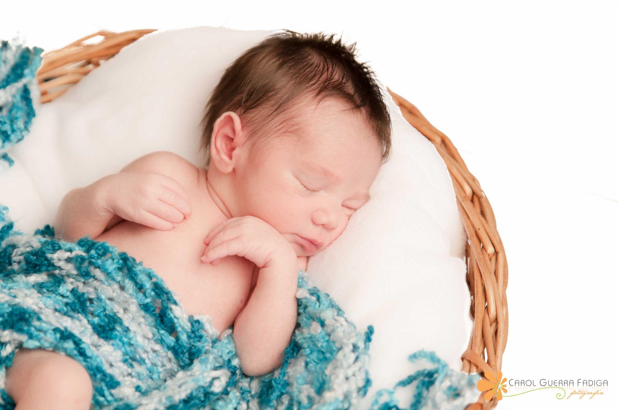 Newborn - 9 days by Carol Guerra Fadiga