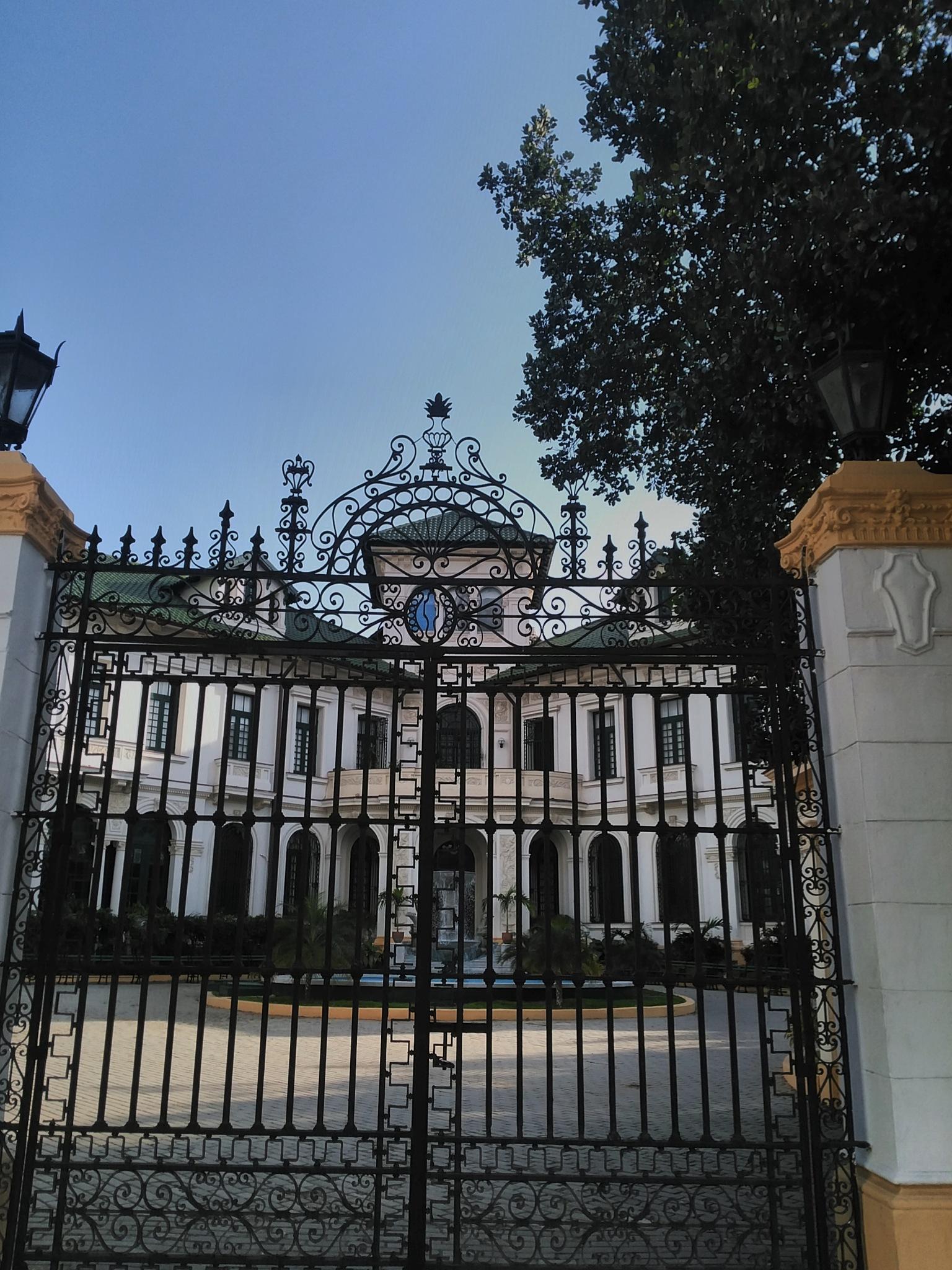 Gate by Raul Morejon Aguiar