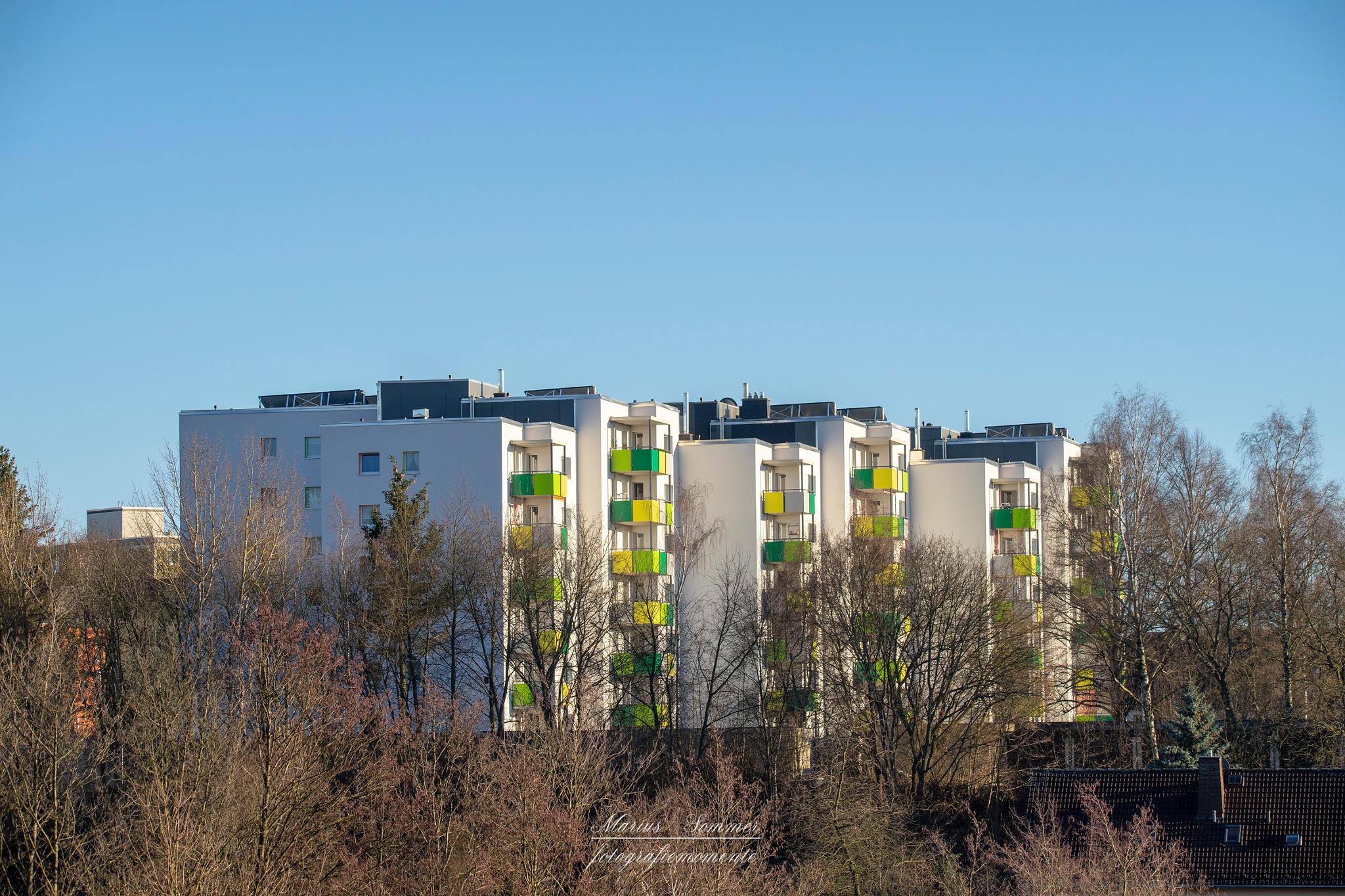 die stadt wird etwas moderner (sieht wie ddr plattenbau aus) by Marius Sommer