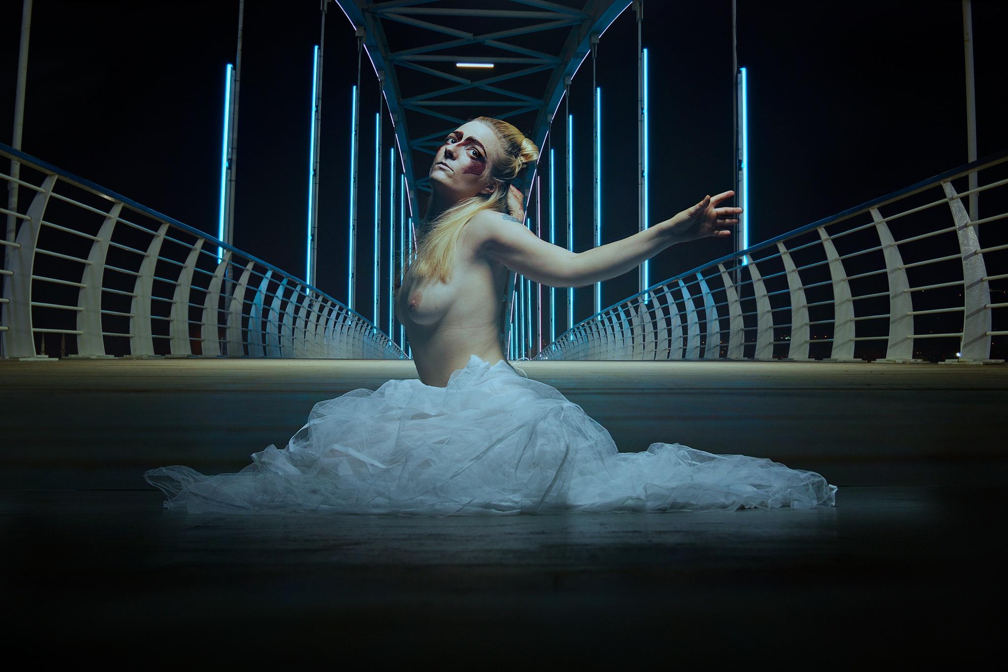 Dancing - 2 - by Wilfried Schulze