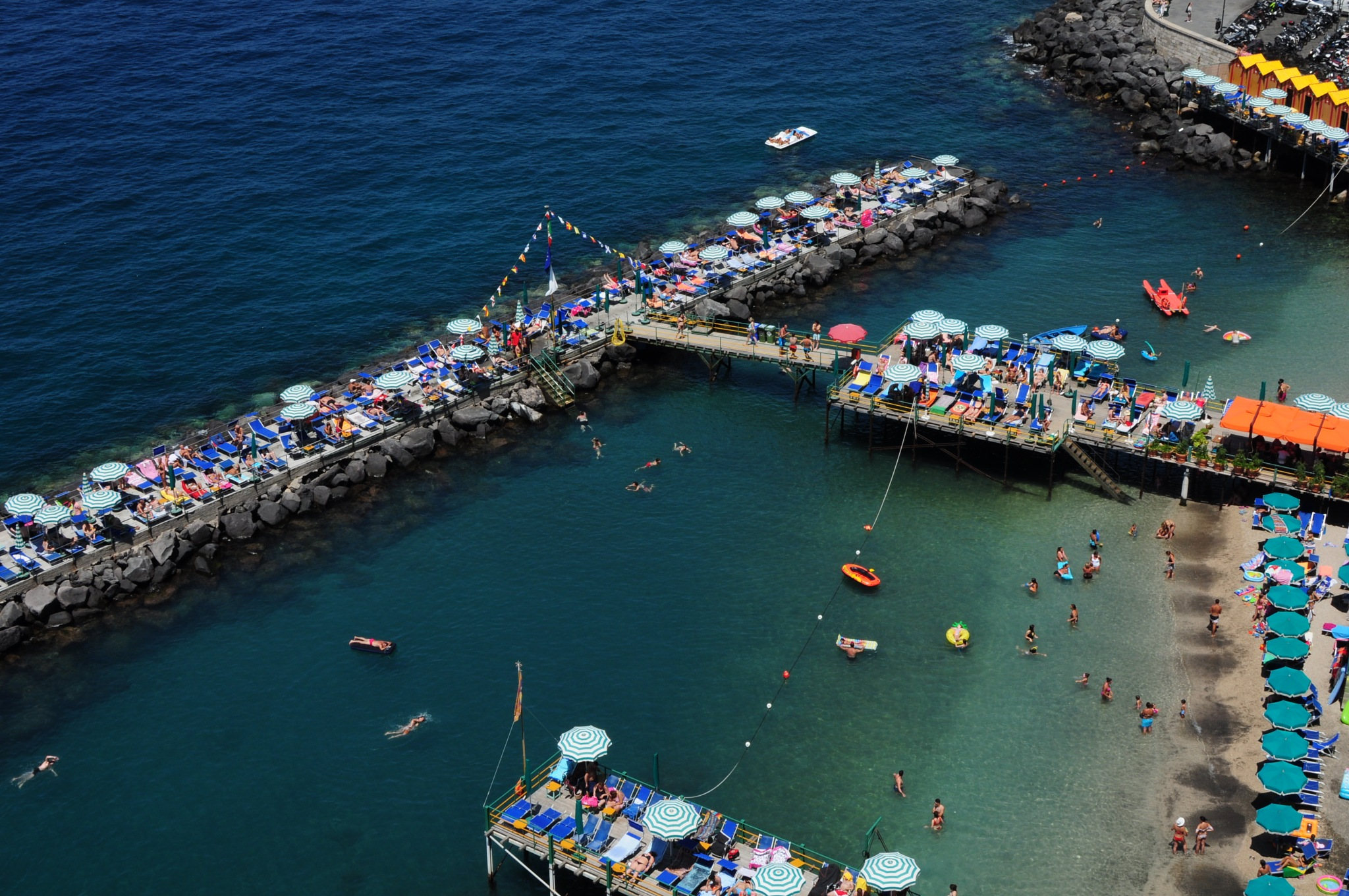 Sorrento, the city beach below the City Gardens. by Rosario Di Rubbo
