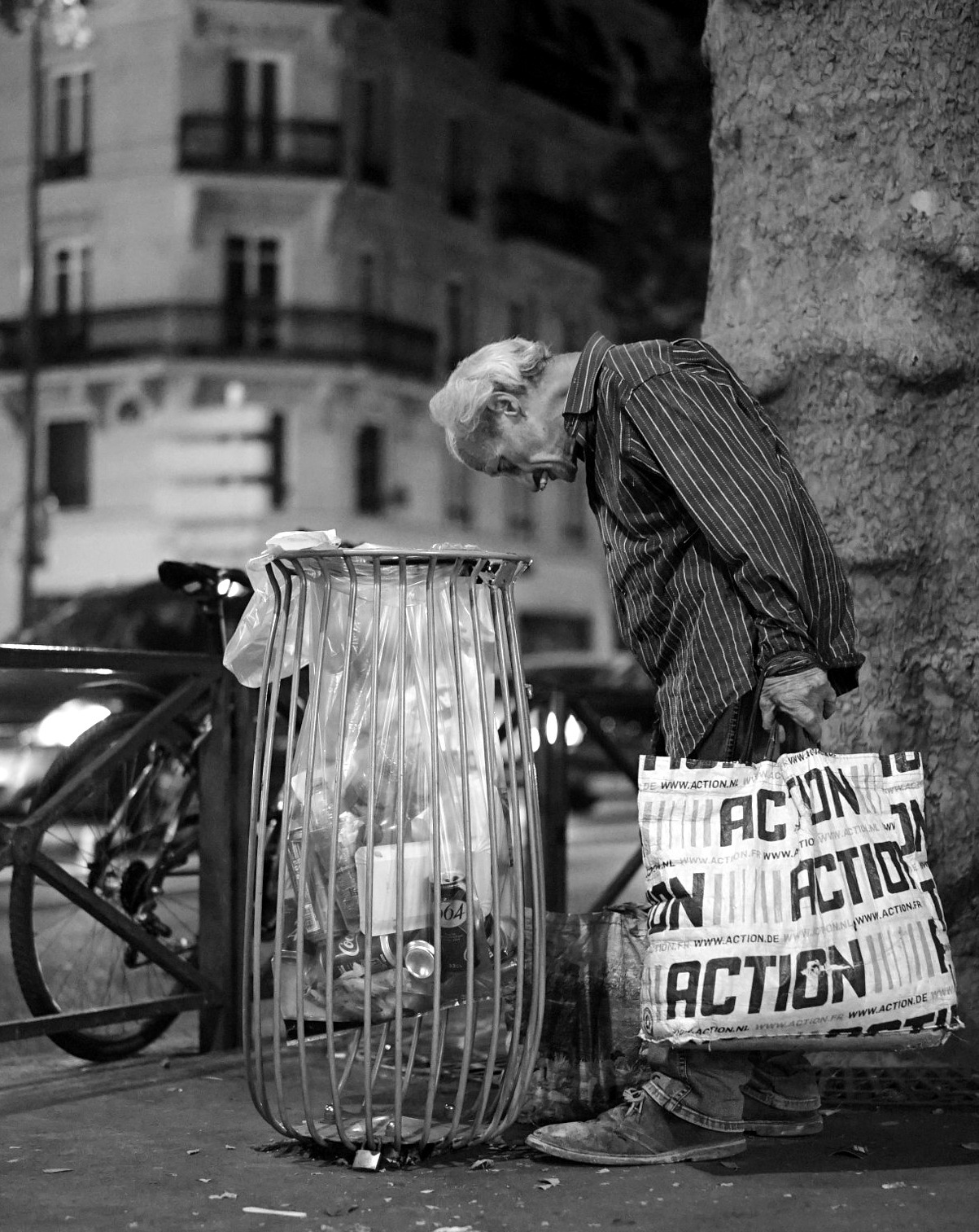 Lonely in the city of light by AEM