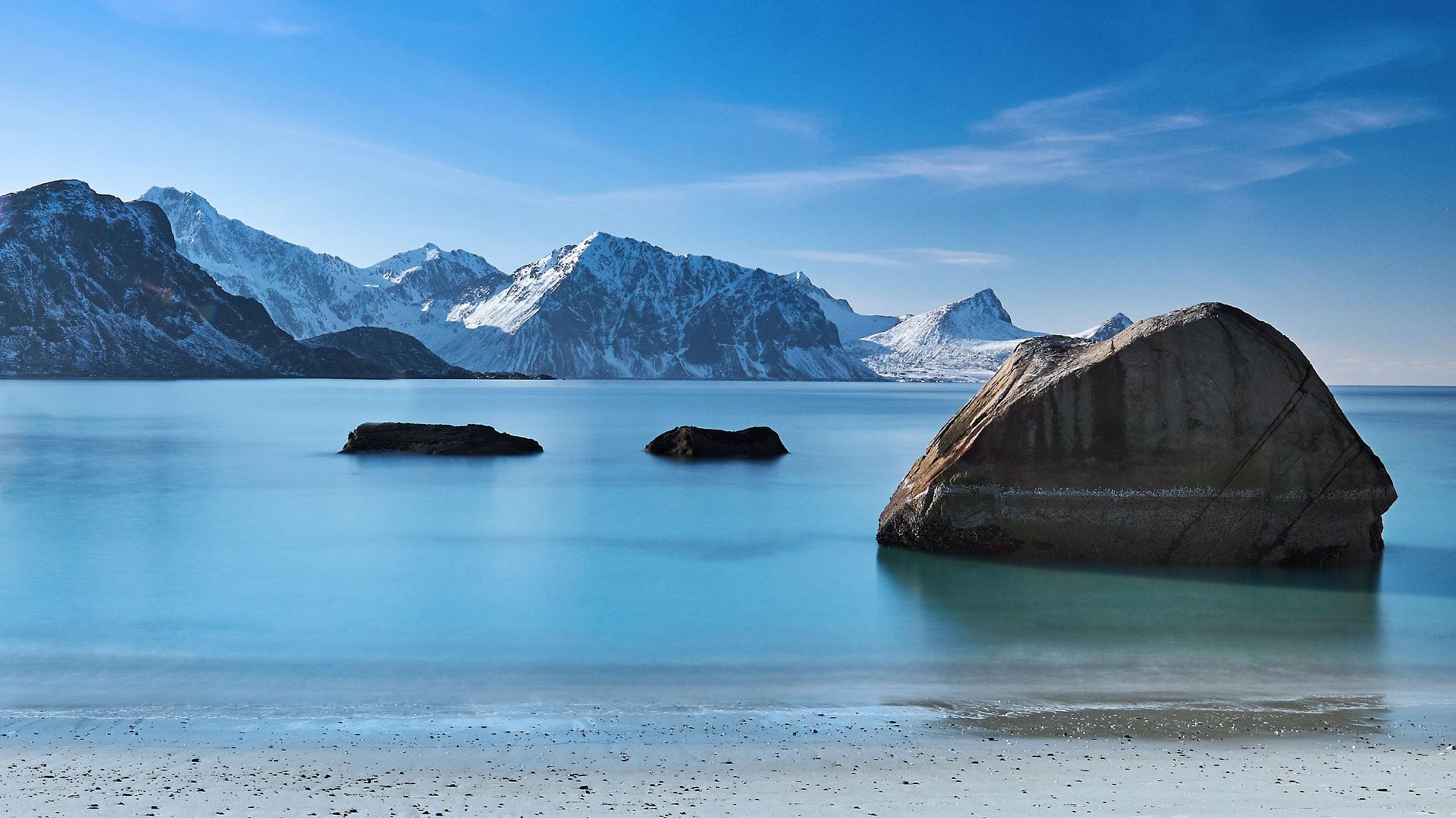 Beach at the Lofoten by Hakan Cacharel