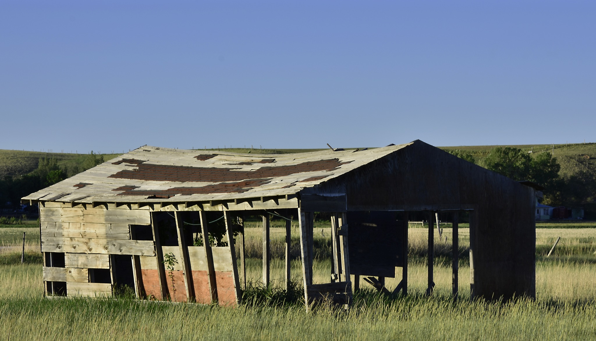Barn in Willow Bunch by Dan Archer