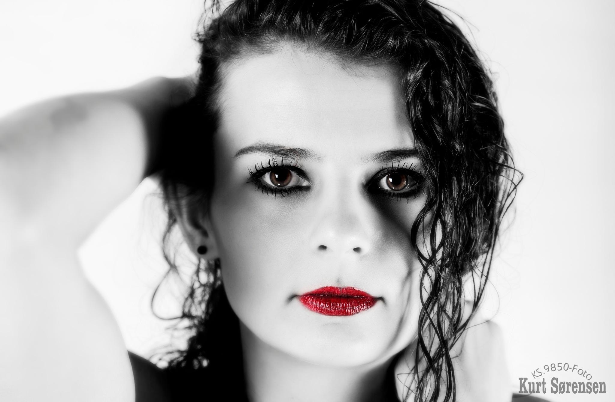 Red lips by Kurt Sørensen