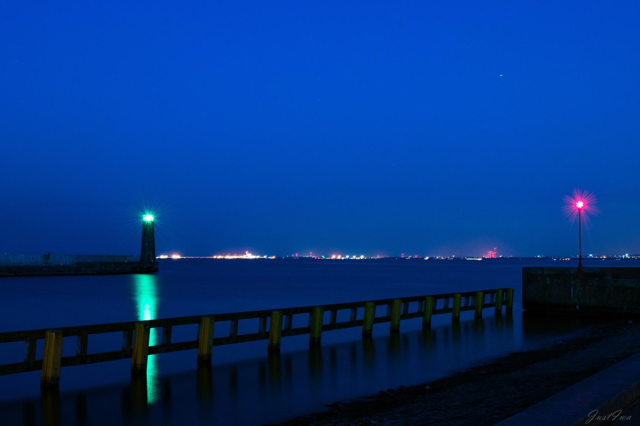 green light on baltic sea by JustIwa