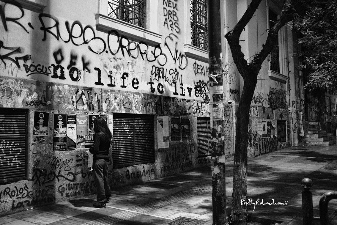 no life to live by Roland Ezquerra