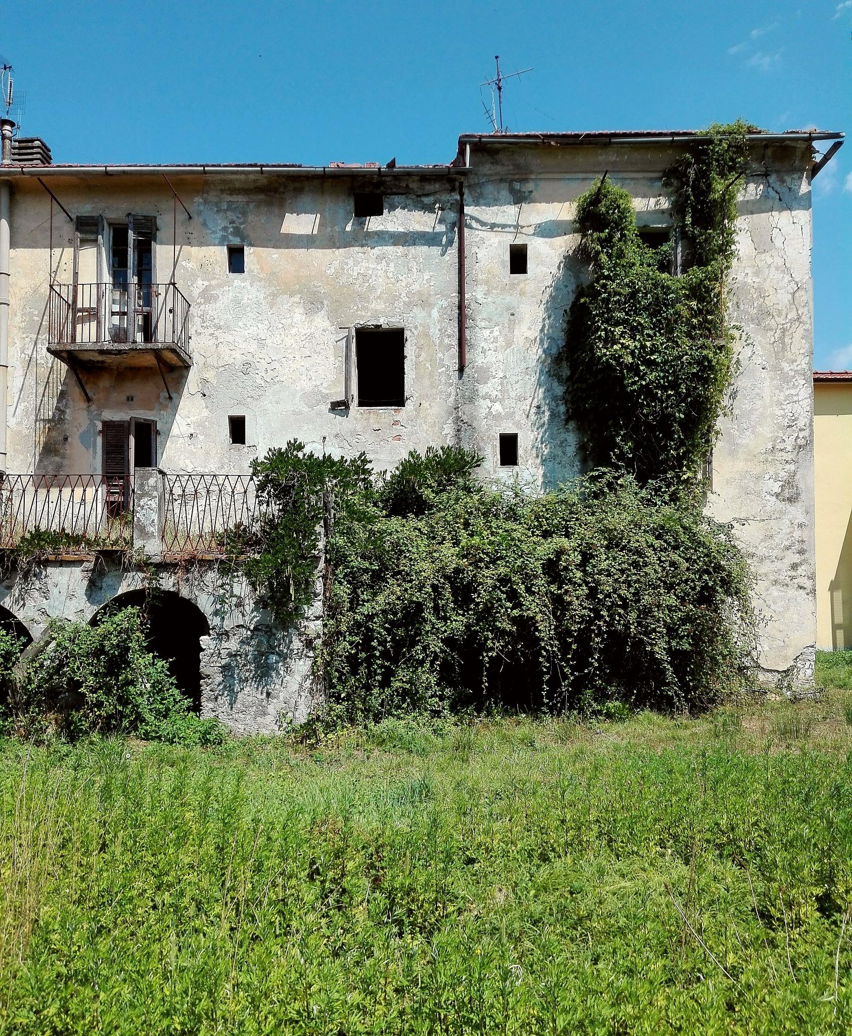old house abandonate by  Gaelle Le Meur
