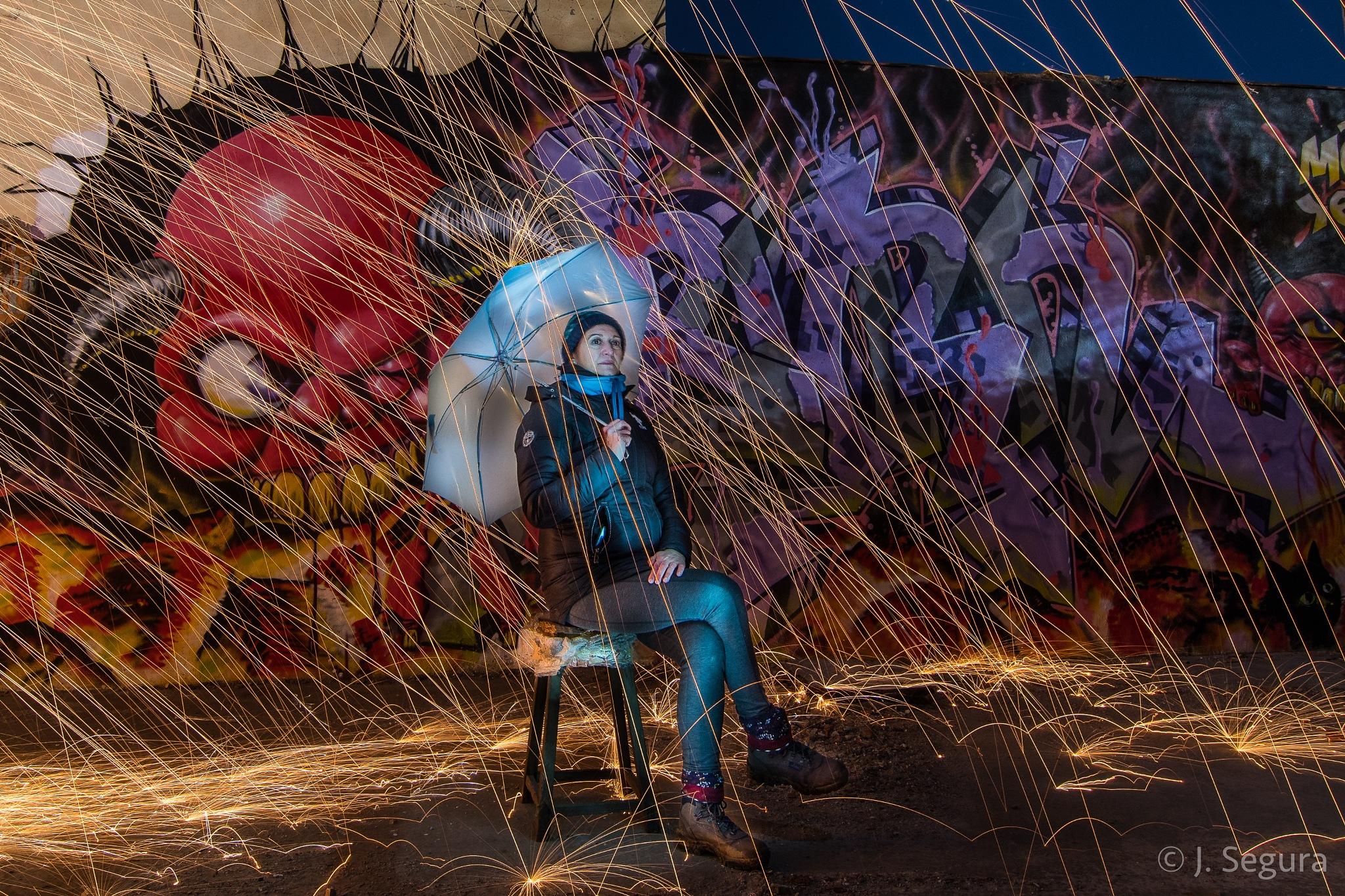 Carmen posando bajo la Lluvia by YorchSeif