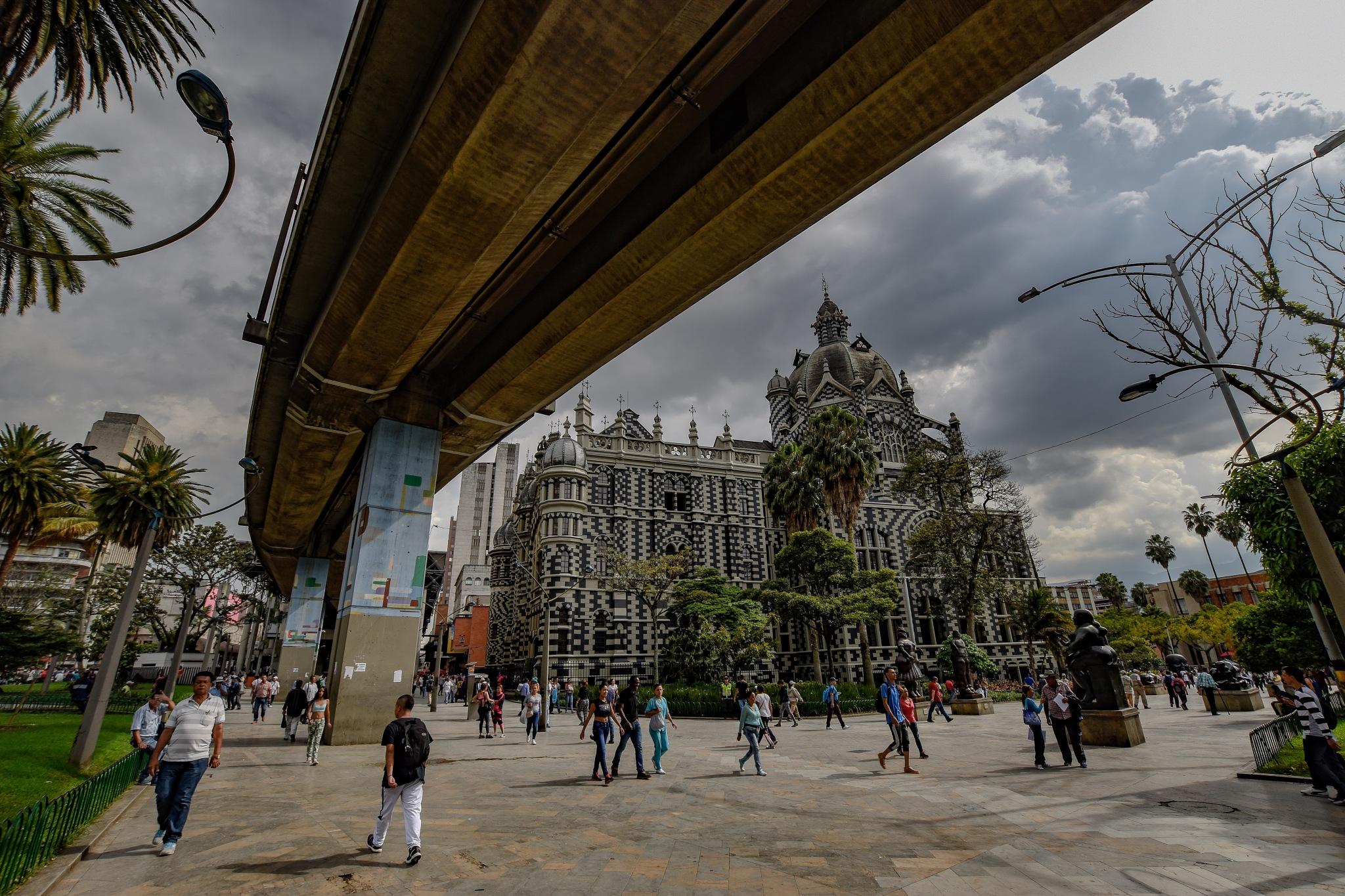 Basílica Candelaria, Medellin  by Ben Leeuwenburgh