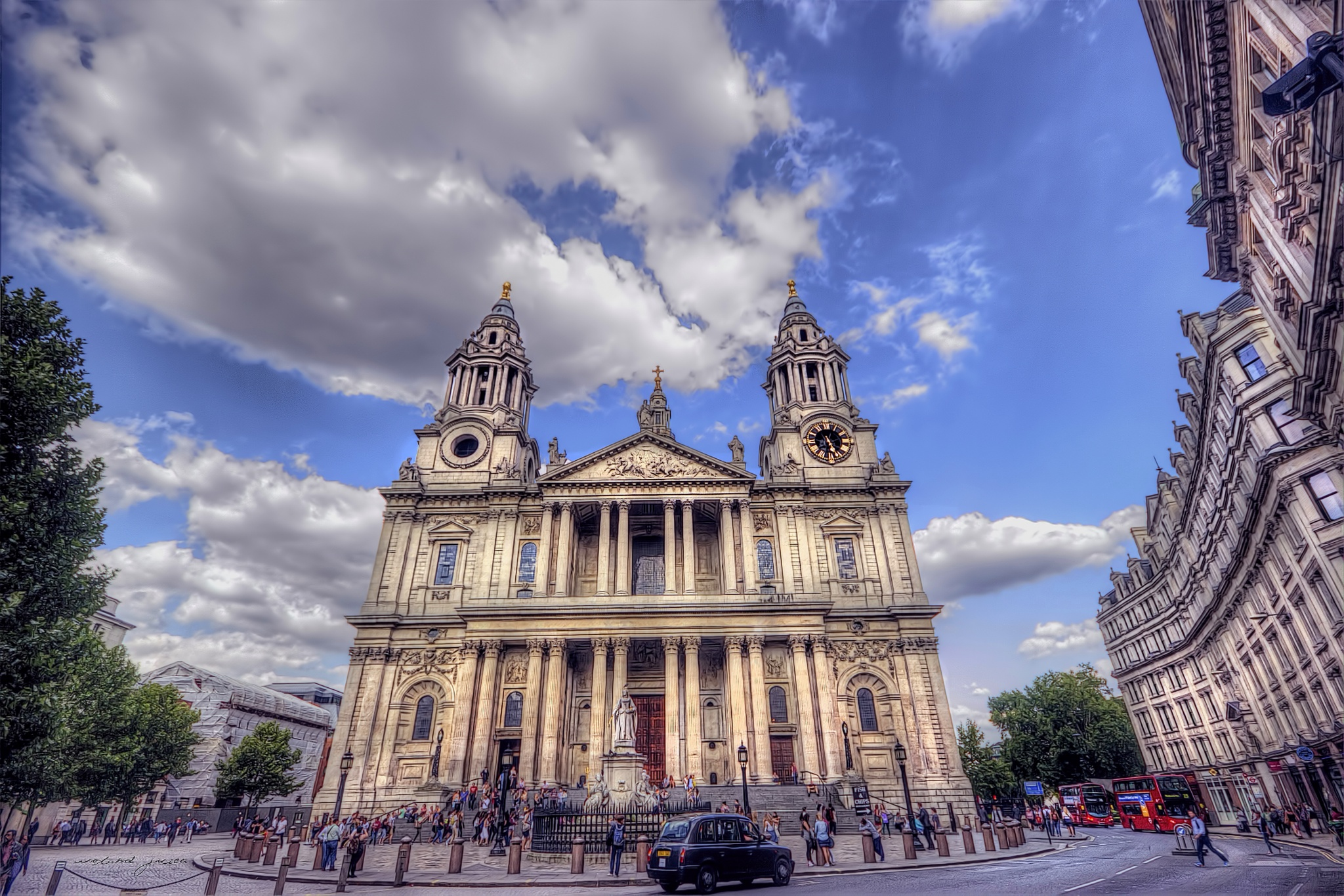 St Paul's Cathedral by Roland Juice