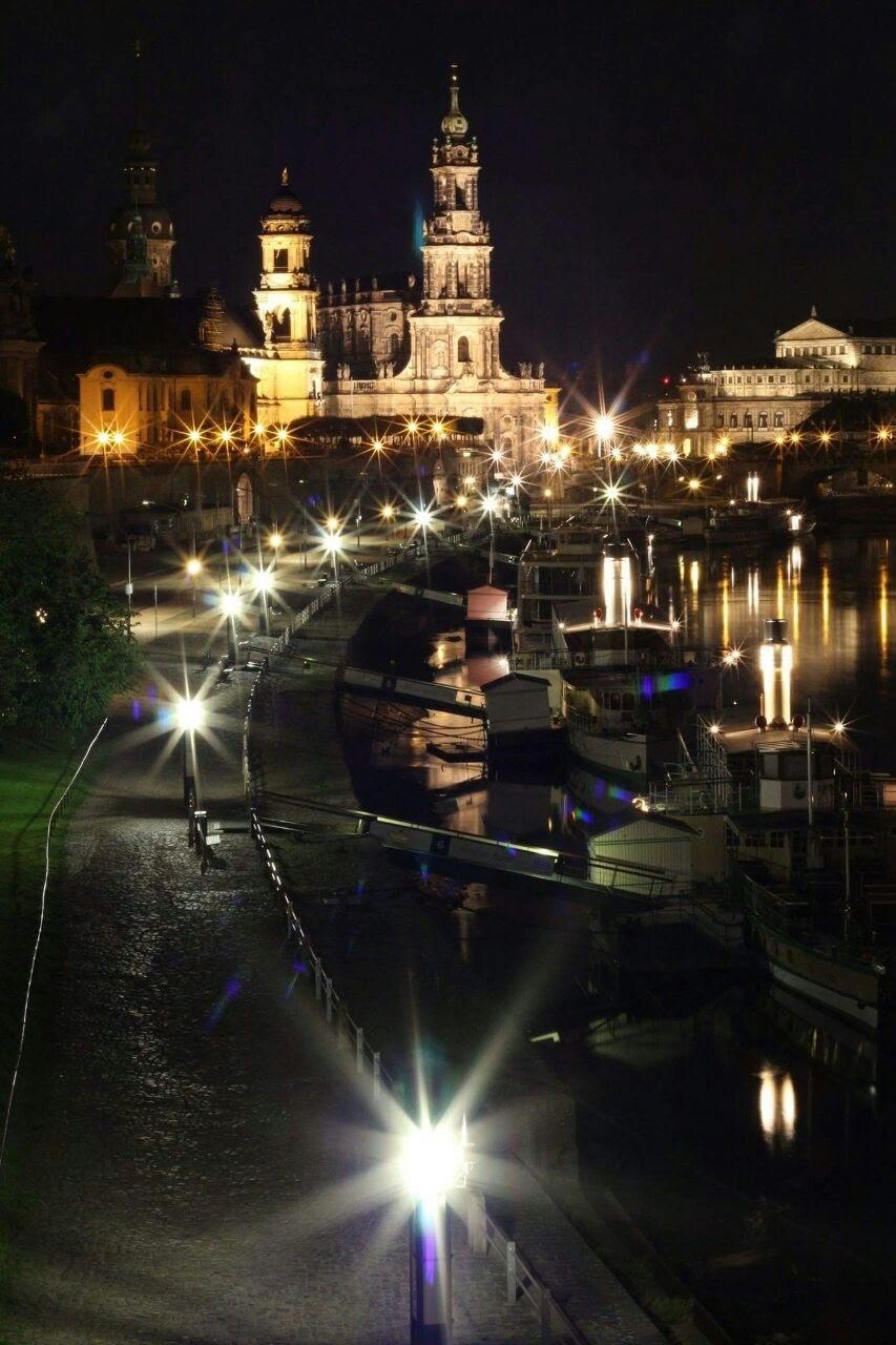 Dresden bei Nacht  by Jörg Ryssel
